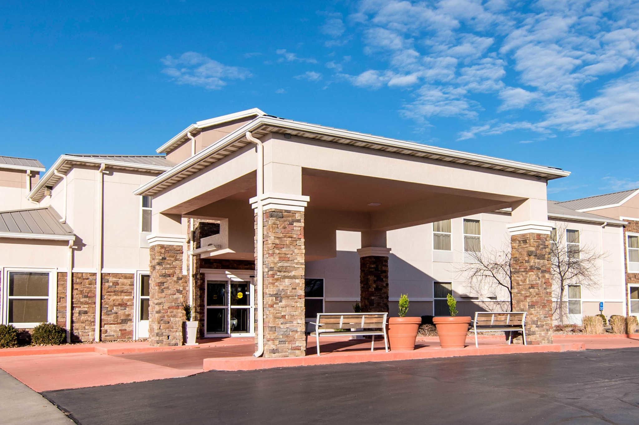Comfort Inn & Suites Junction City - near Fort Riley image 1