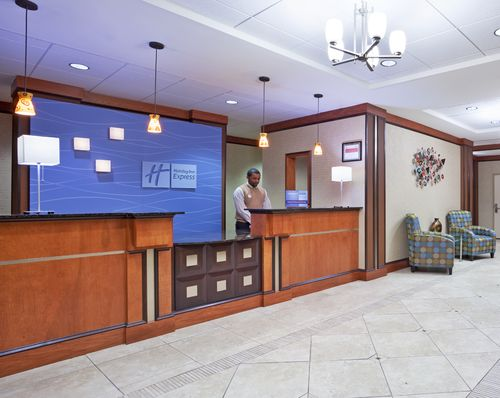 Holiday Inn Express & Suites Cincinnati - Mason image 2