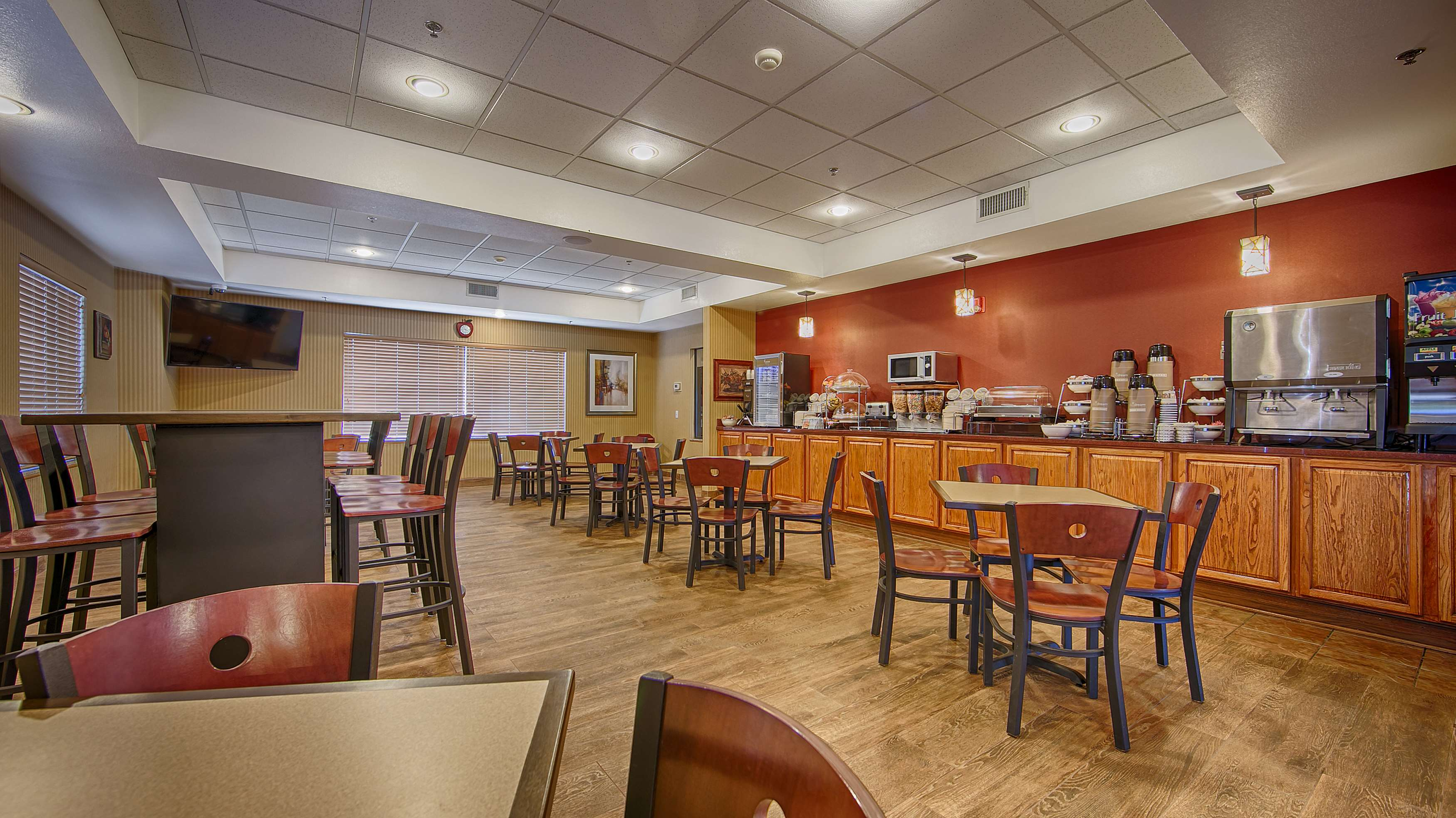 Best Western Plus Woodland Hills Hotel & Suites image 6