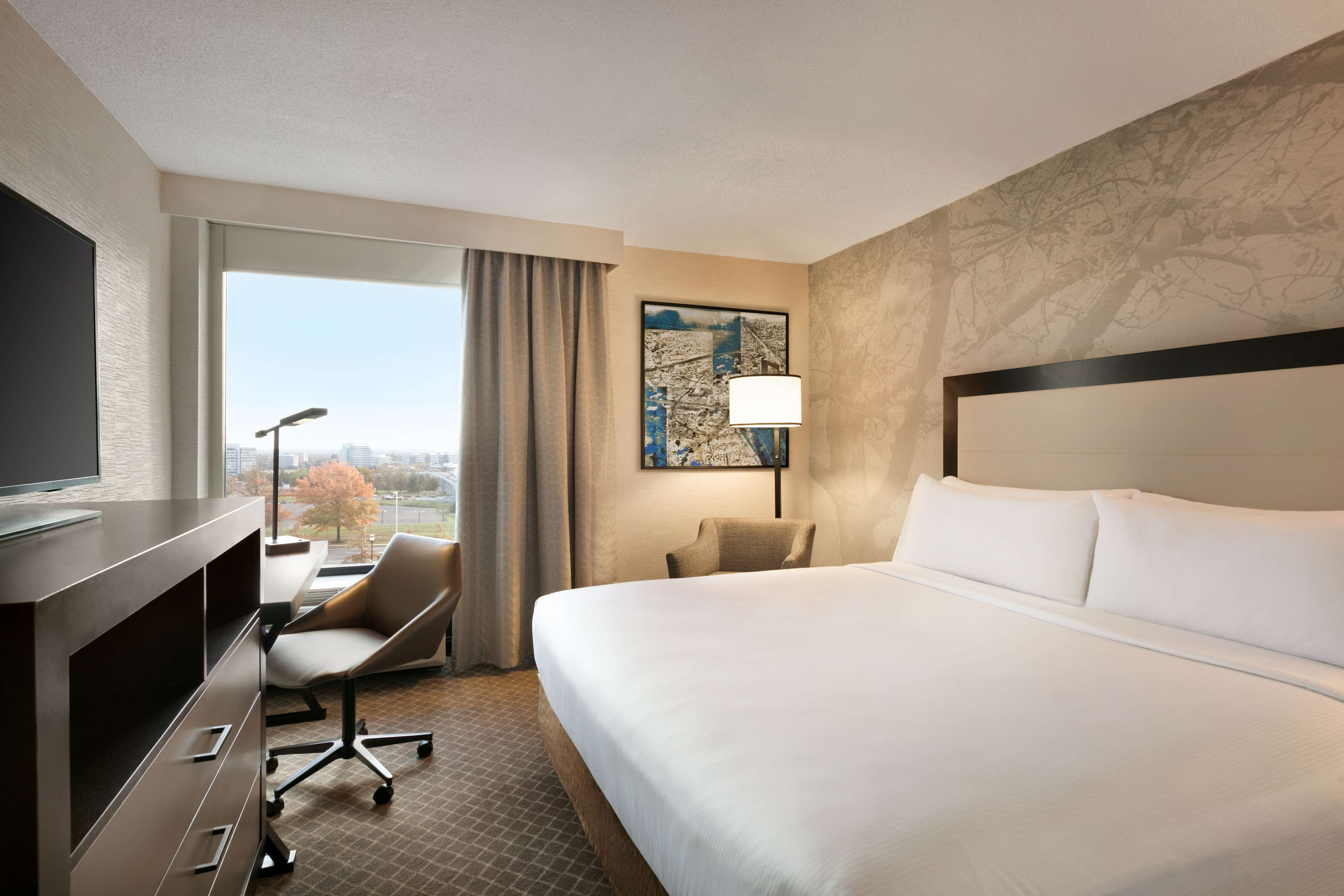 DoubleTree by Hilton McLean Tysons image 28