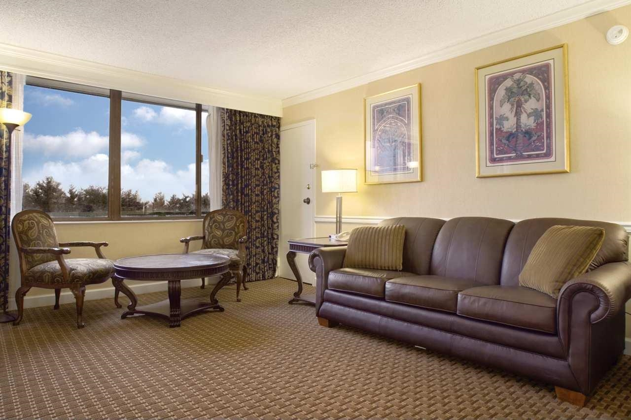 DoubleTree by Hilton Hotel Baltimore North - Pikesville image 5
