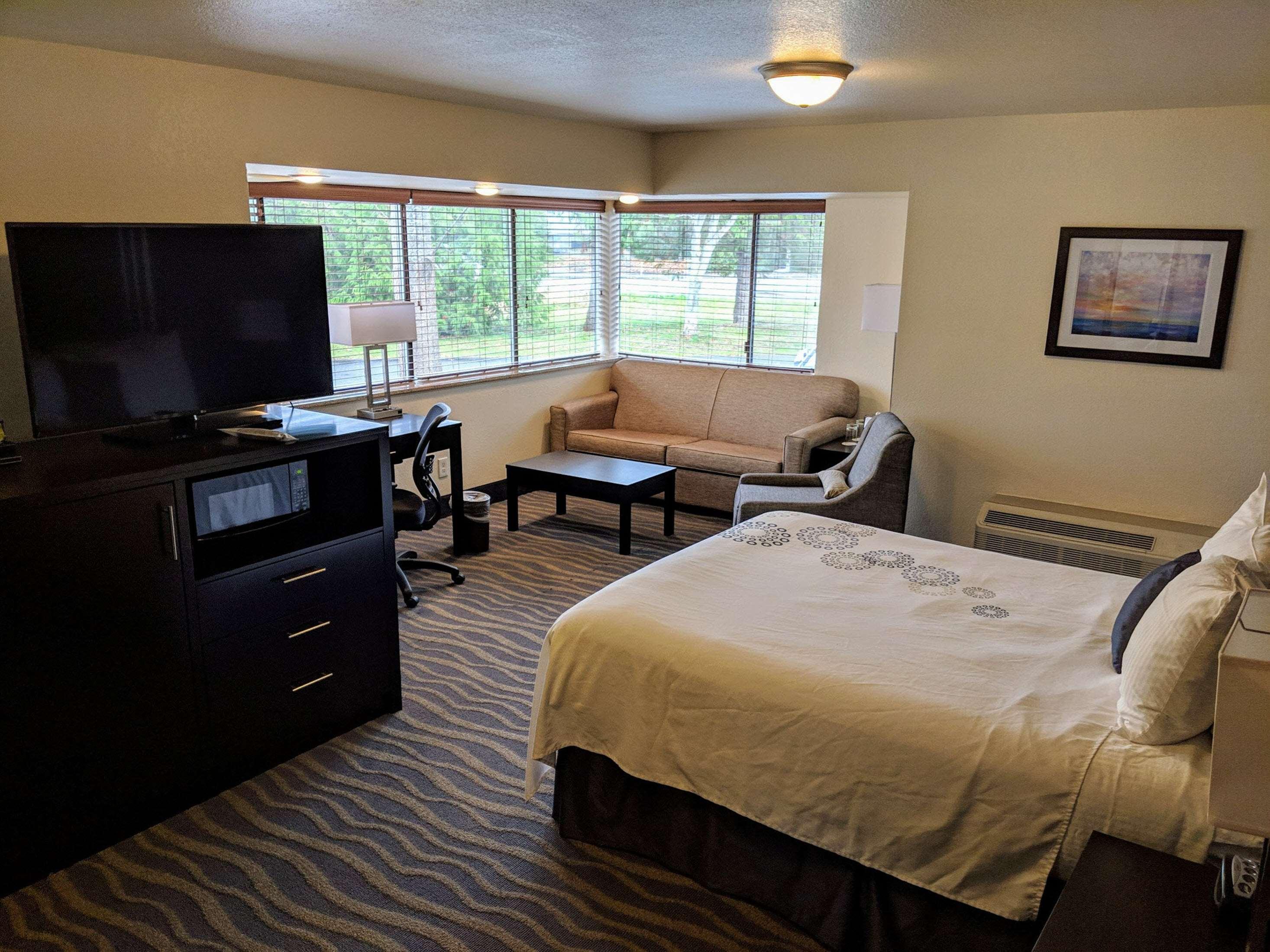 Best Western Plus Edmonds Harbor Inn image 15