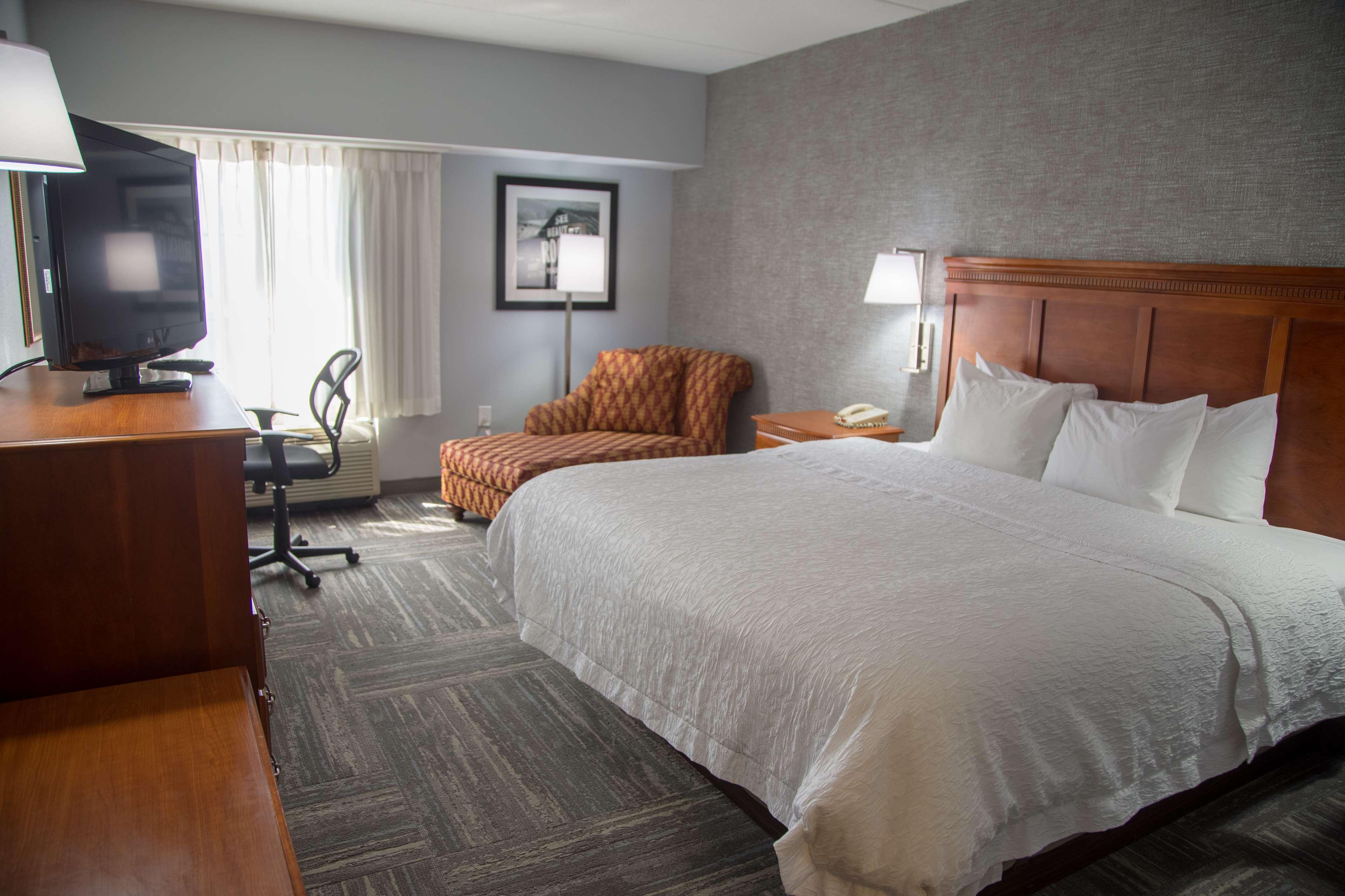 Hampton Inn & Suites Knoxville-Downtown image 15