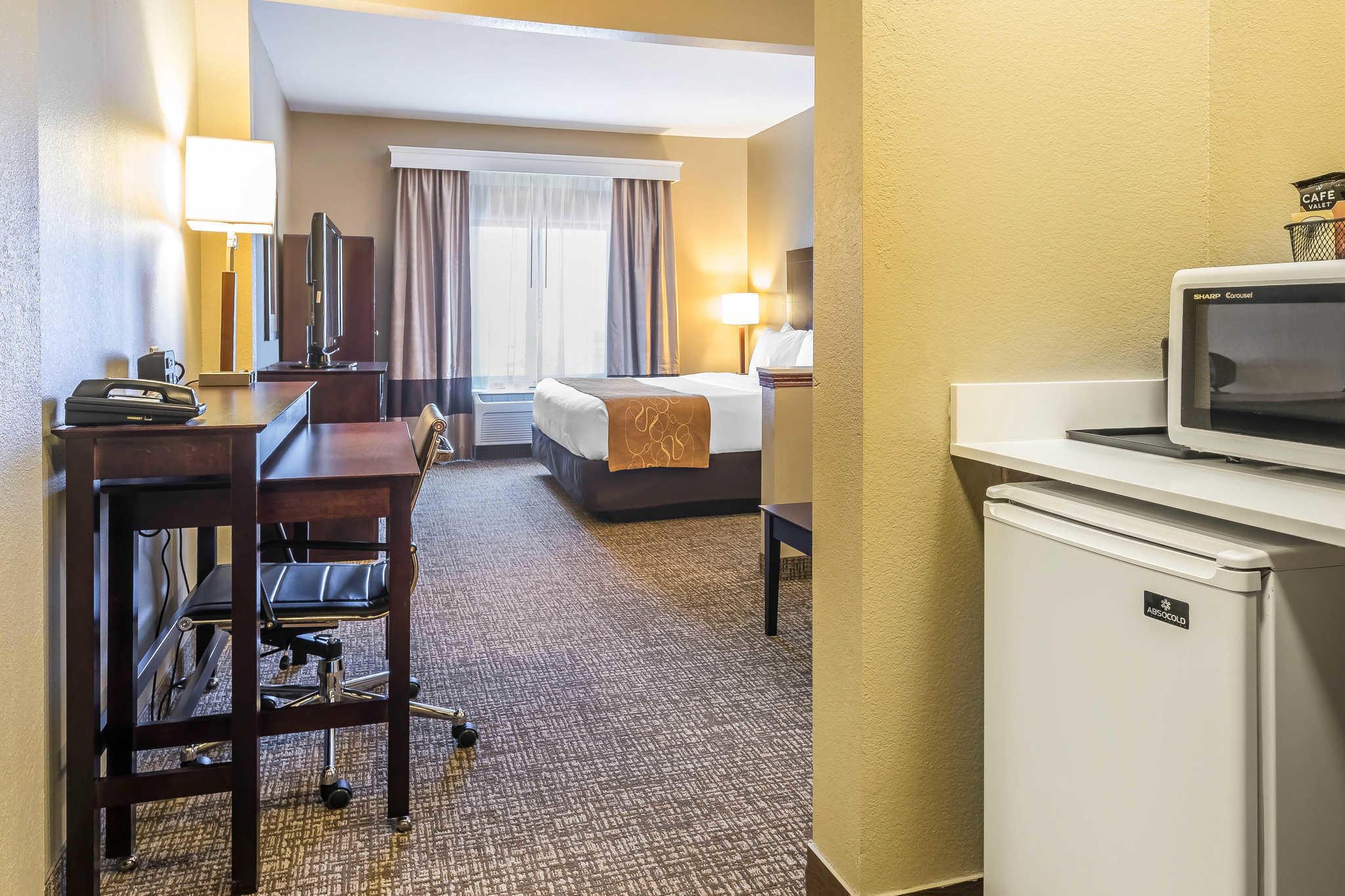 Comfort Suites North image 31