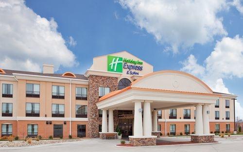 Holiday Inn Express & Suites Saint Robert - Leonard Wood image 1