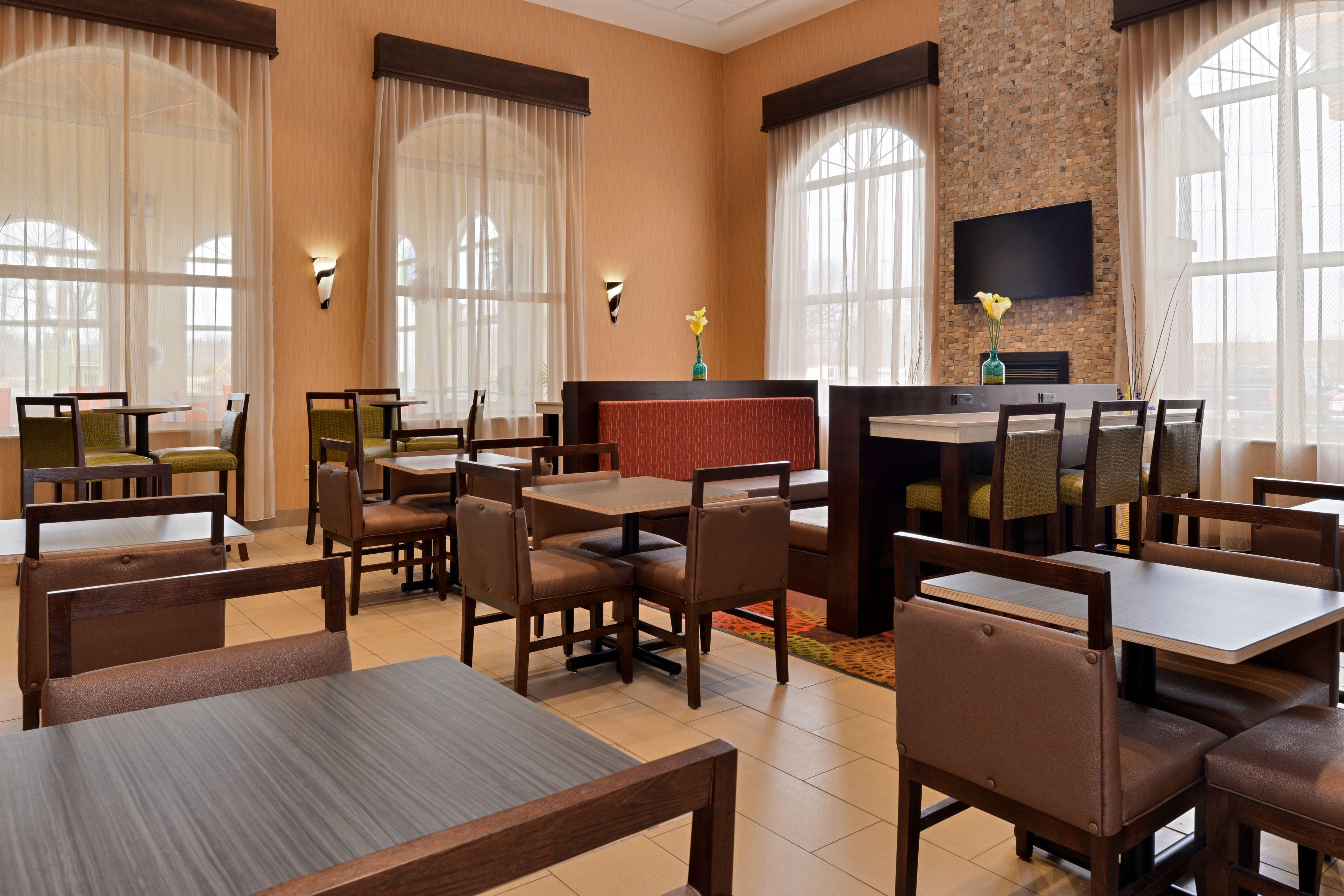 Holiday Inn Express Cincinnati-N/Sharonville image 4