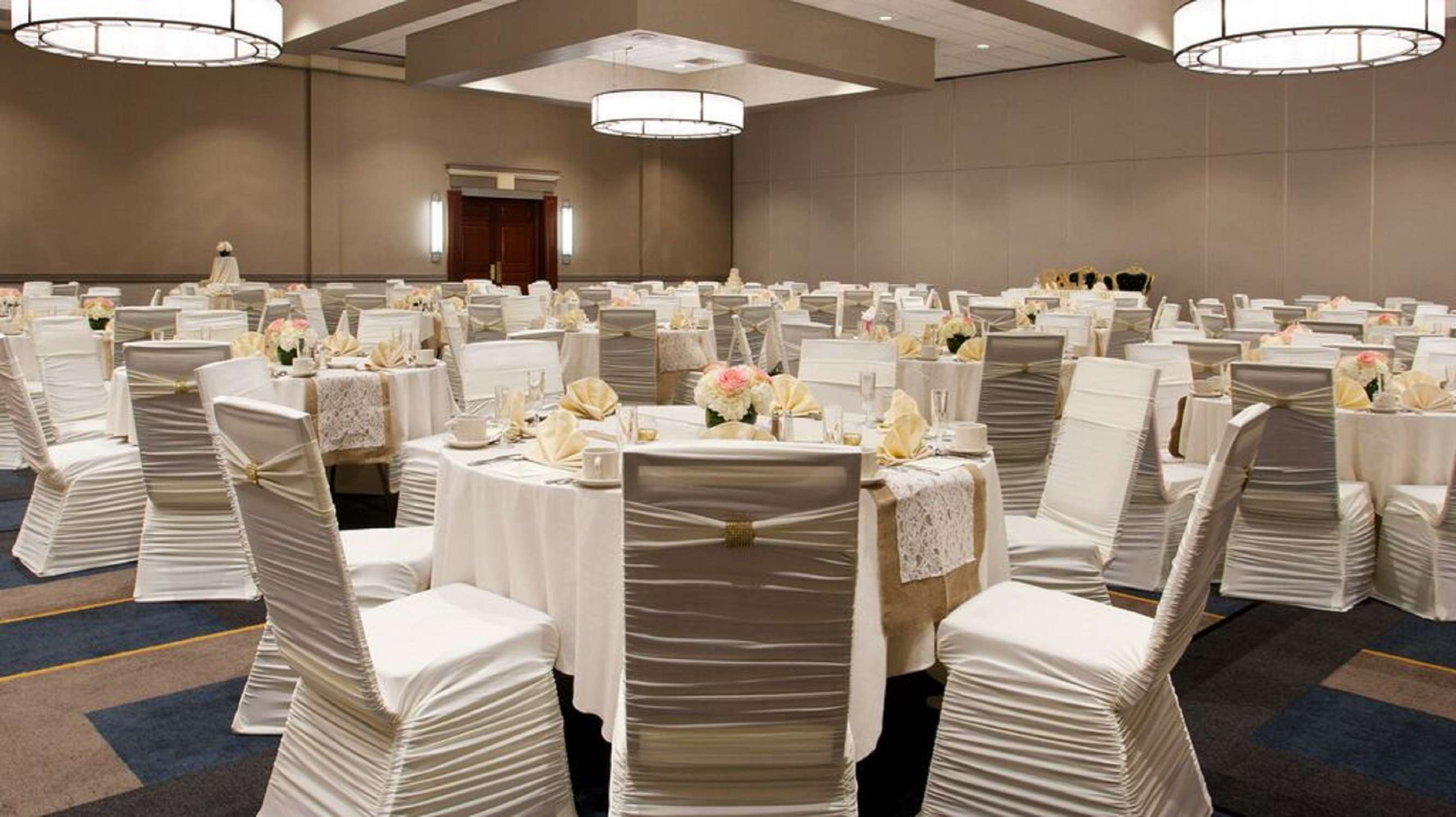 DoubleTree by Hilton Hotel Pittsburgh - Cranberry image 35