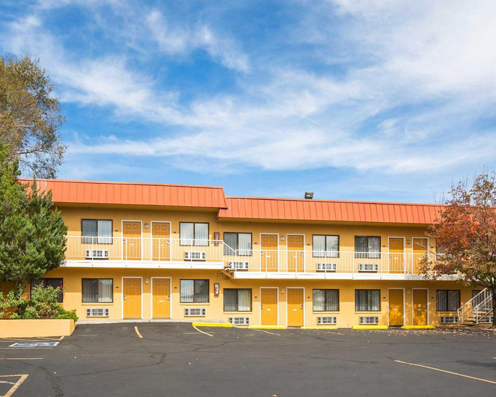 Rodeway Inn at Nevada State Capitol image 16