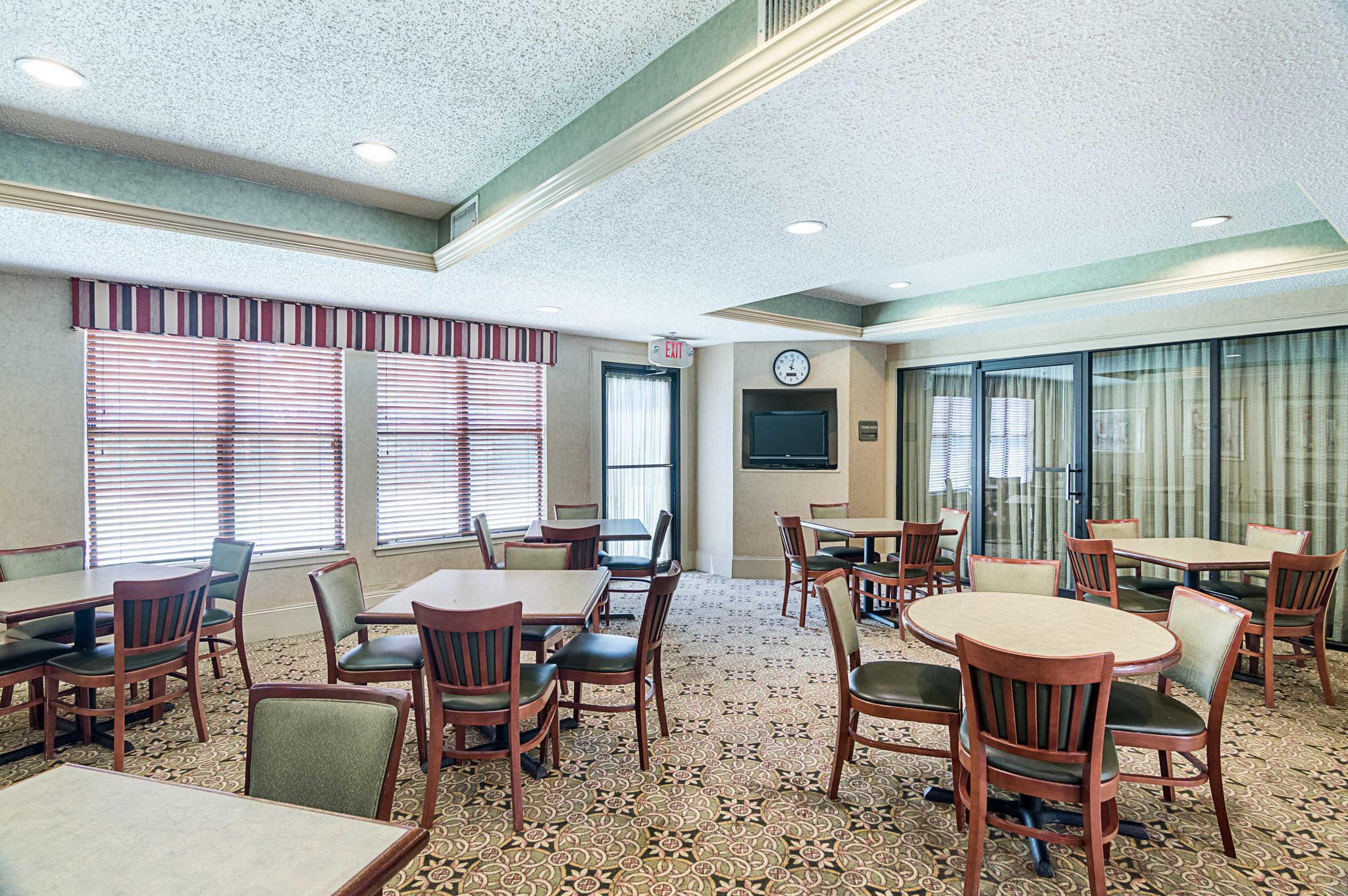 Quality Suites Sherman image 27