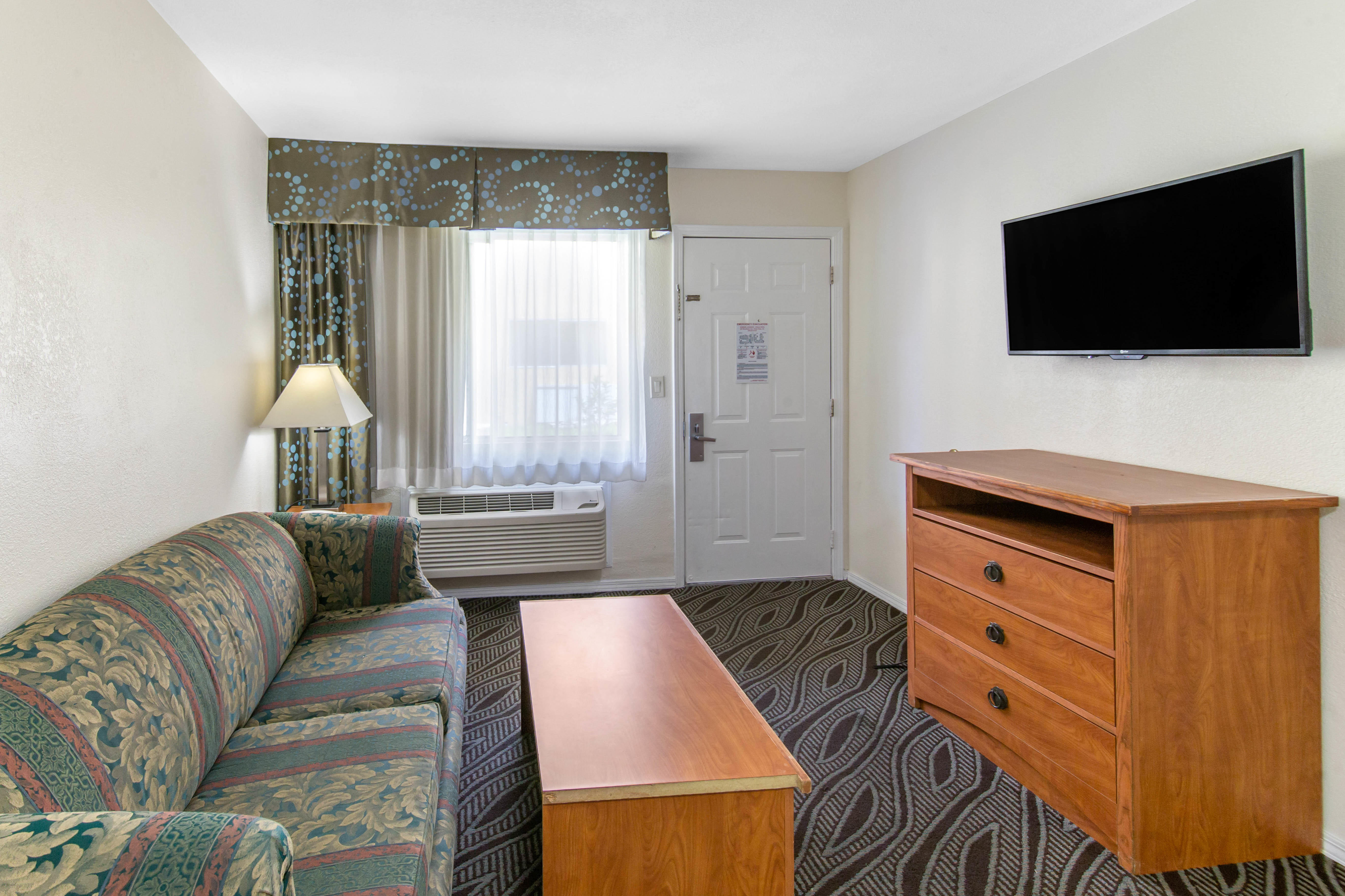 Howard Johnson by Wyndham Chula Vista San Diego Suite Hotel image 11