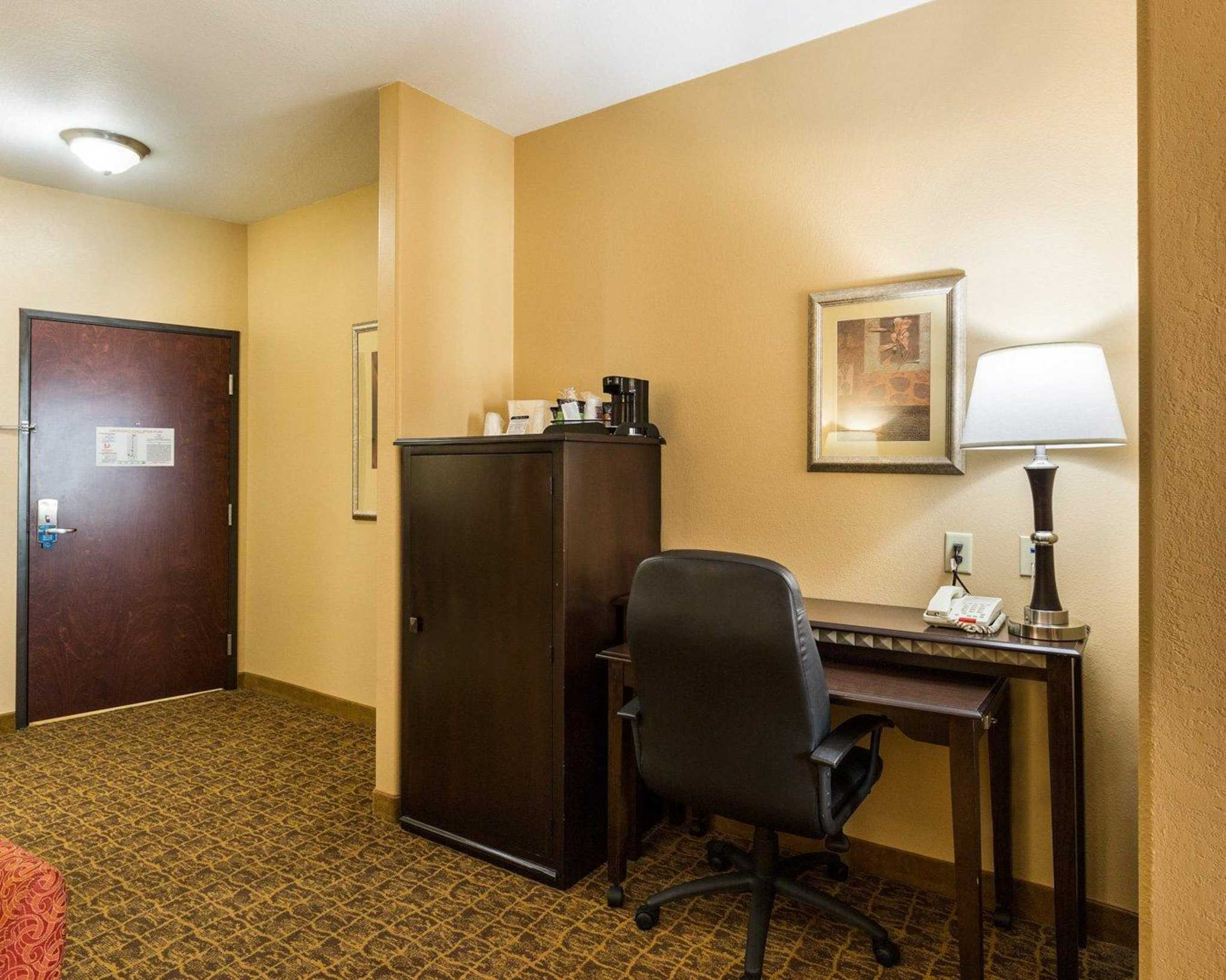 Comfort Suites Pearland - South Houston image 18