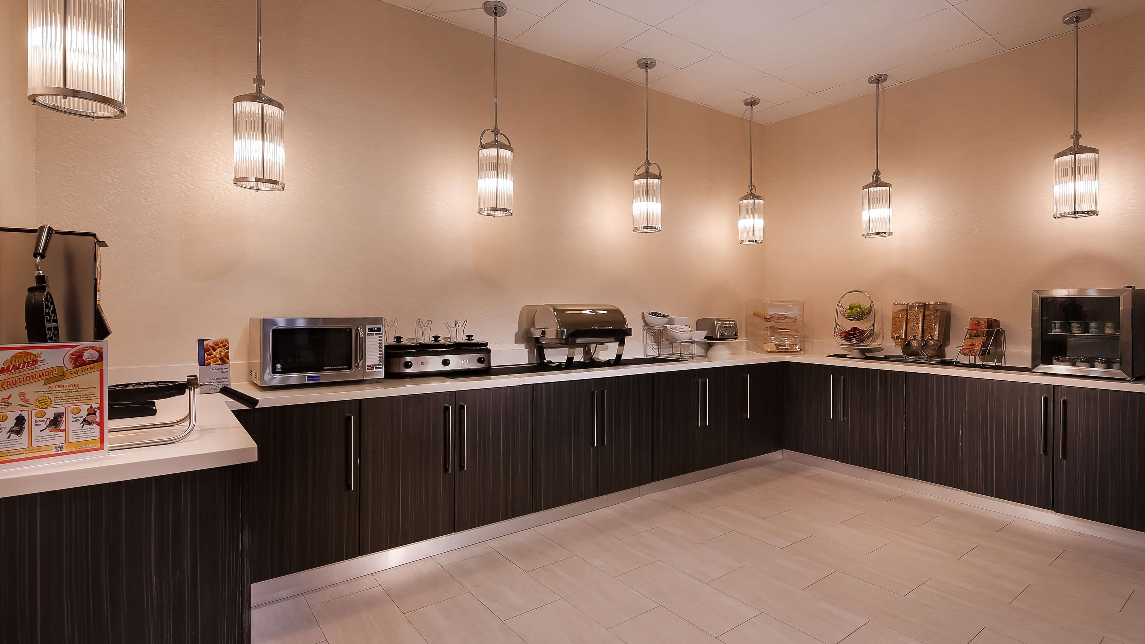 Best Western Plus Executive Residency Baytown image 15