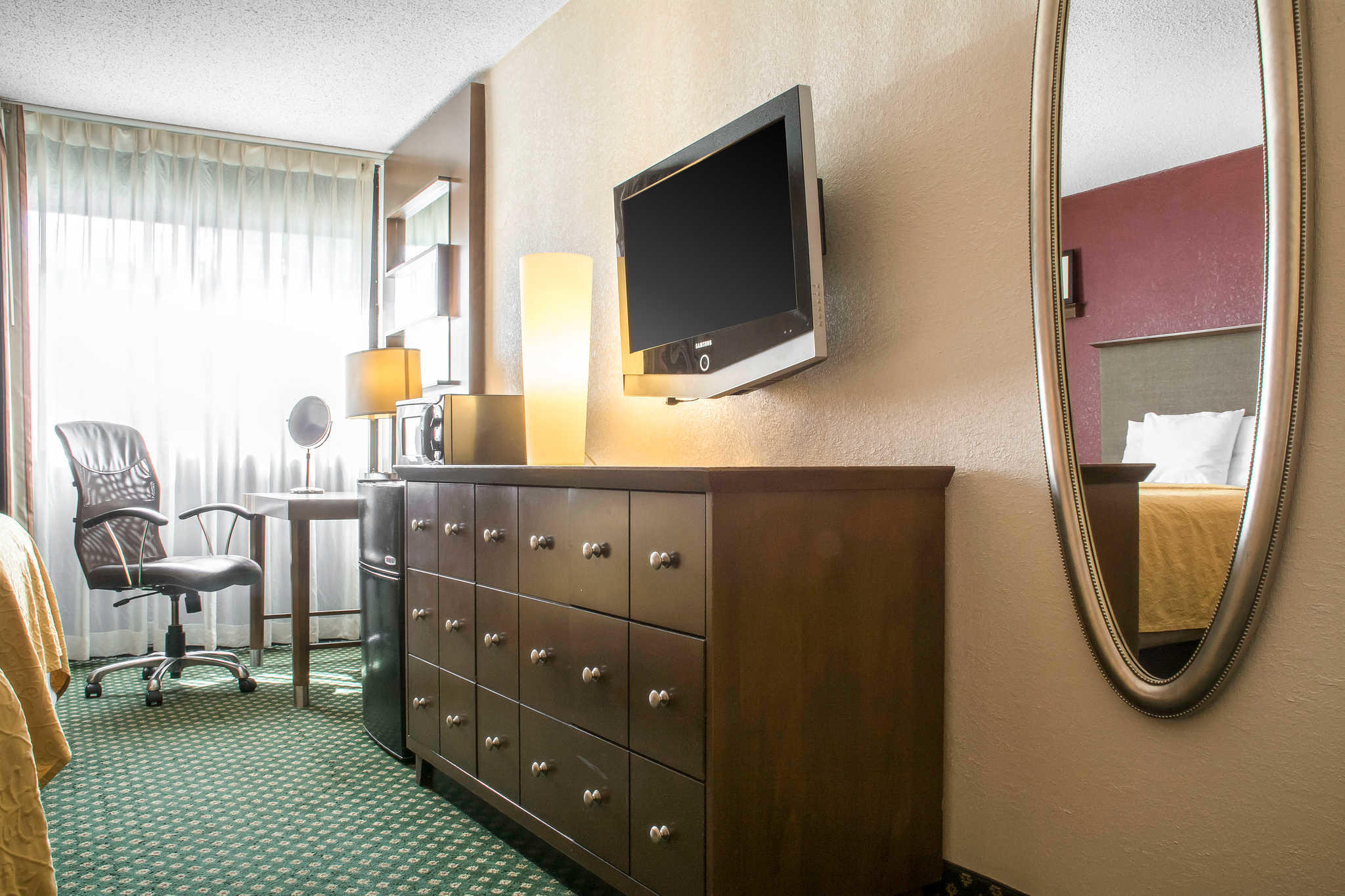 Quality Inn Rochester Airport image 9