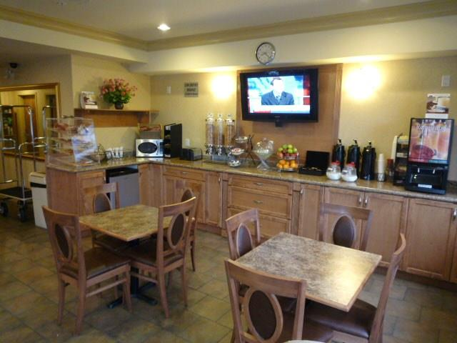 Best Western Peace Arch Inn in Surrey: Breakast Seating