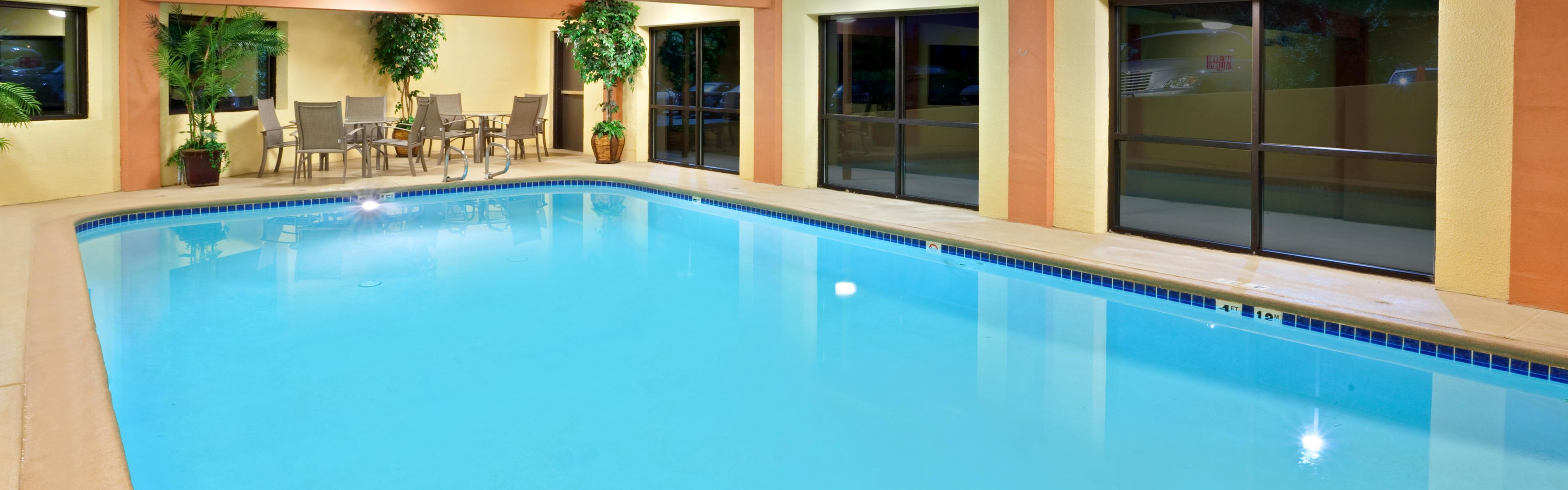 Holiday Inn Express Portland South - Lake Oswego image 2