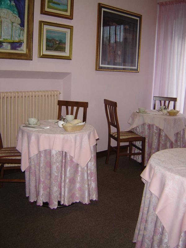 hotel a laveno mombello infobel italia