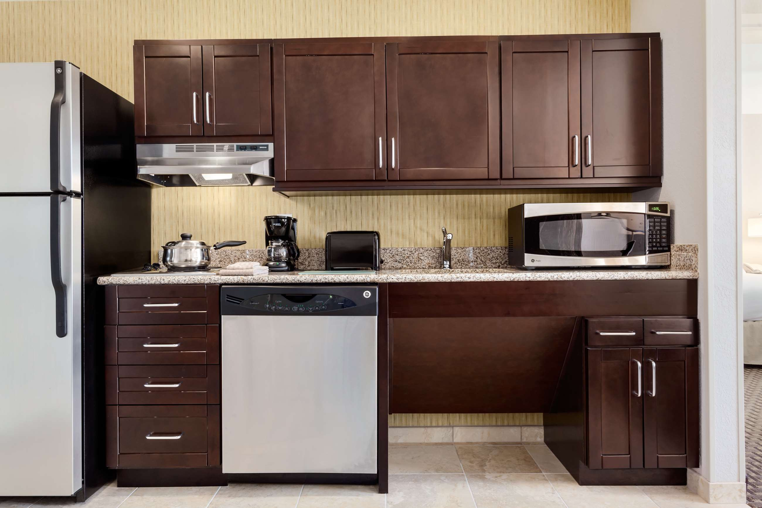 Homewood Suites by Hilton Joplin, MO image 7