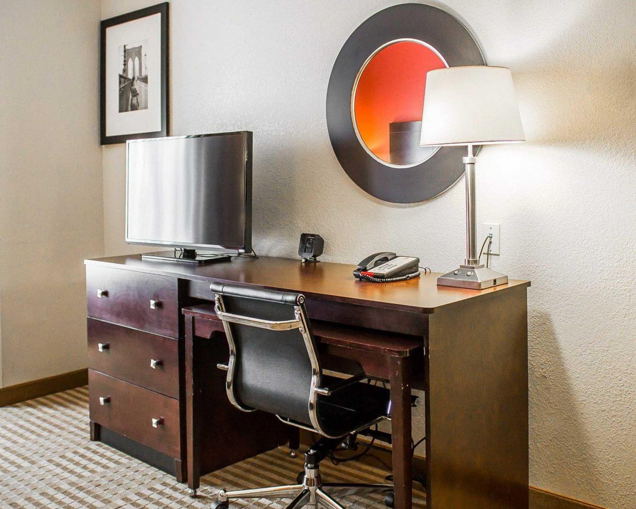 Comfort Suites East Broad at 270 image 10
