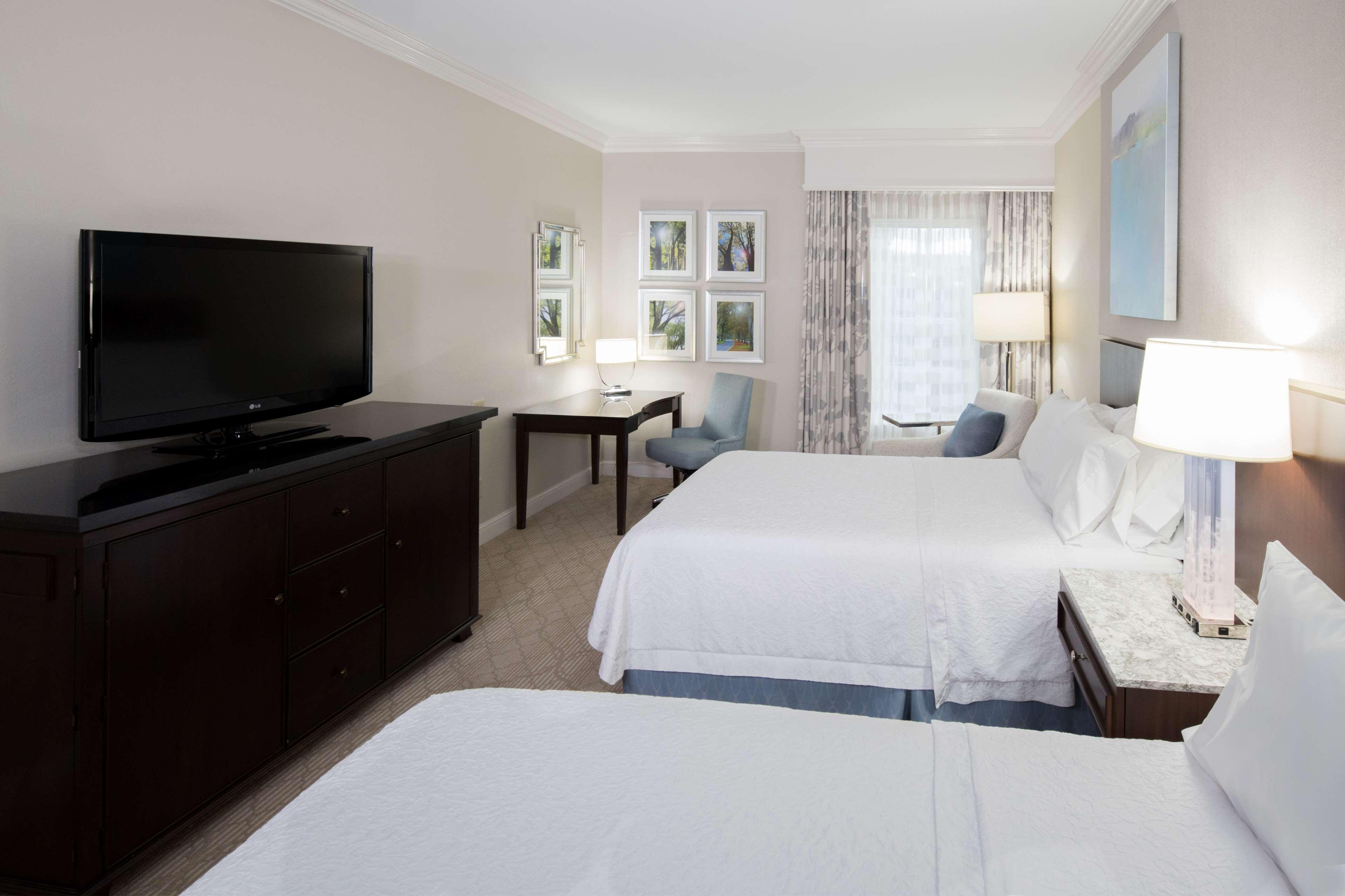 Hampton Inn & Suites Charlotte/South Park at Phillips Place image 16