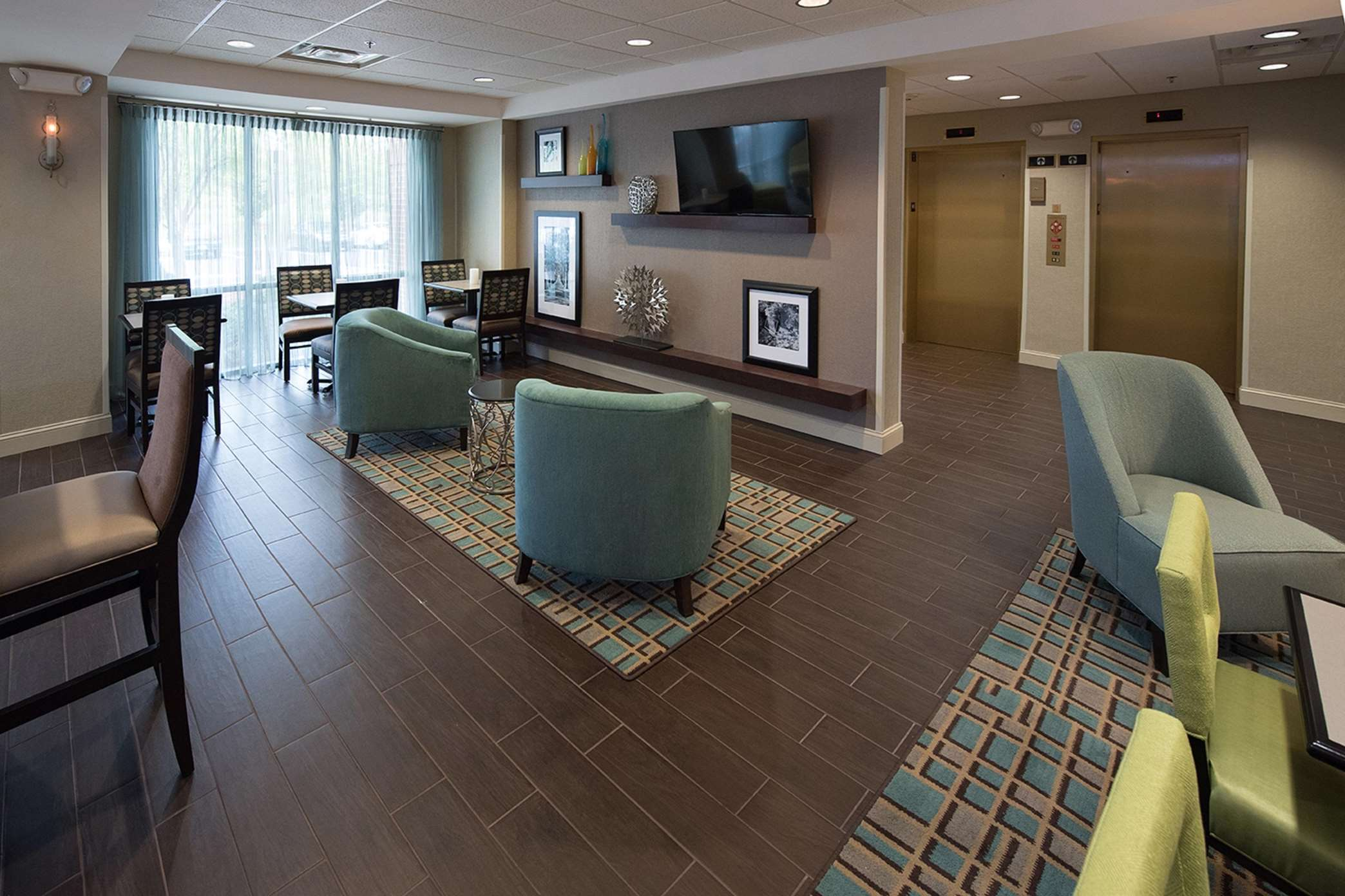 Hampton Inn Atlanta/Fayetteville image 13