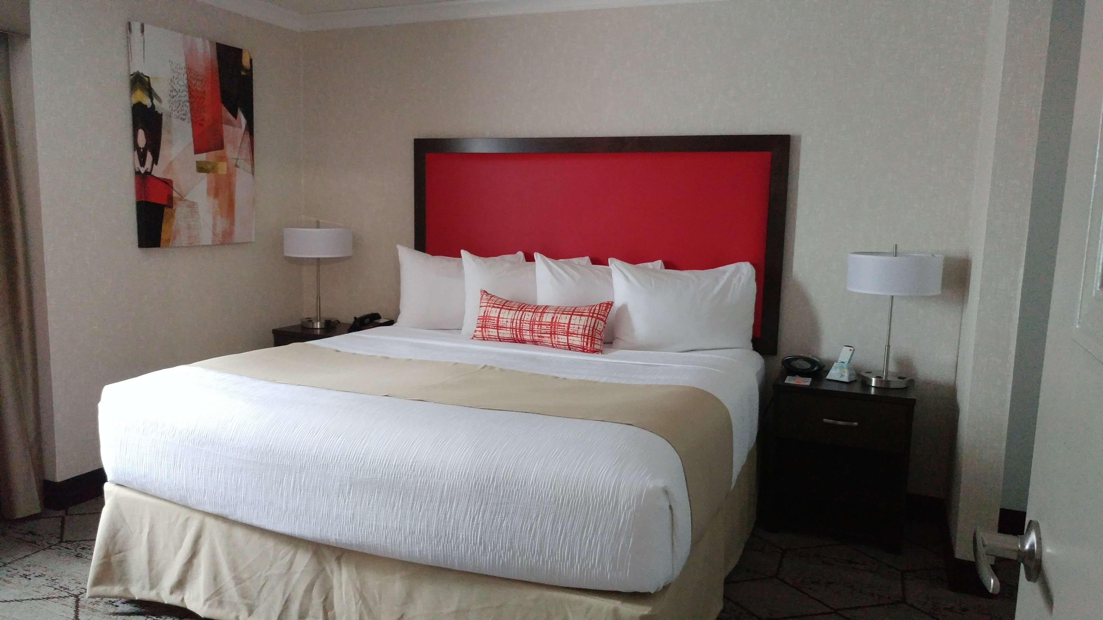 Best Western Plus Rose City Suites in Welland: King Suite Guest Room