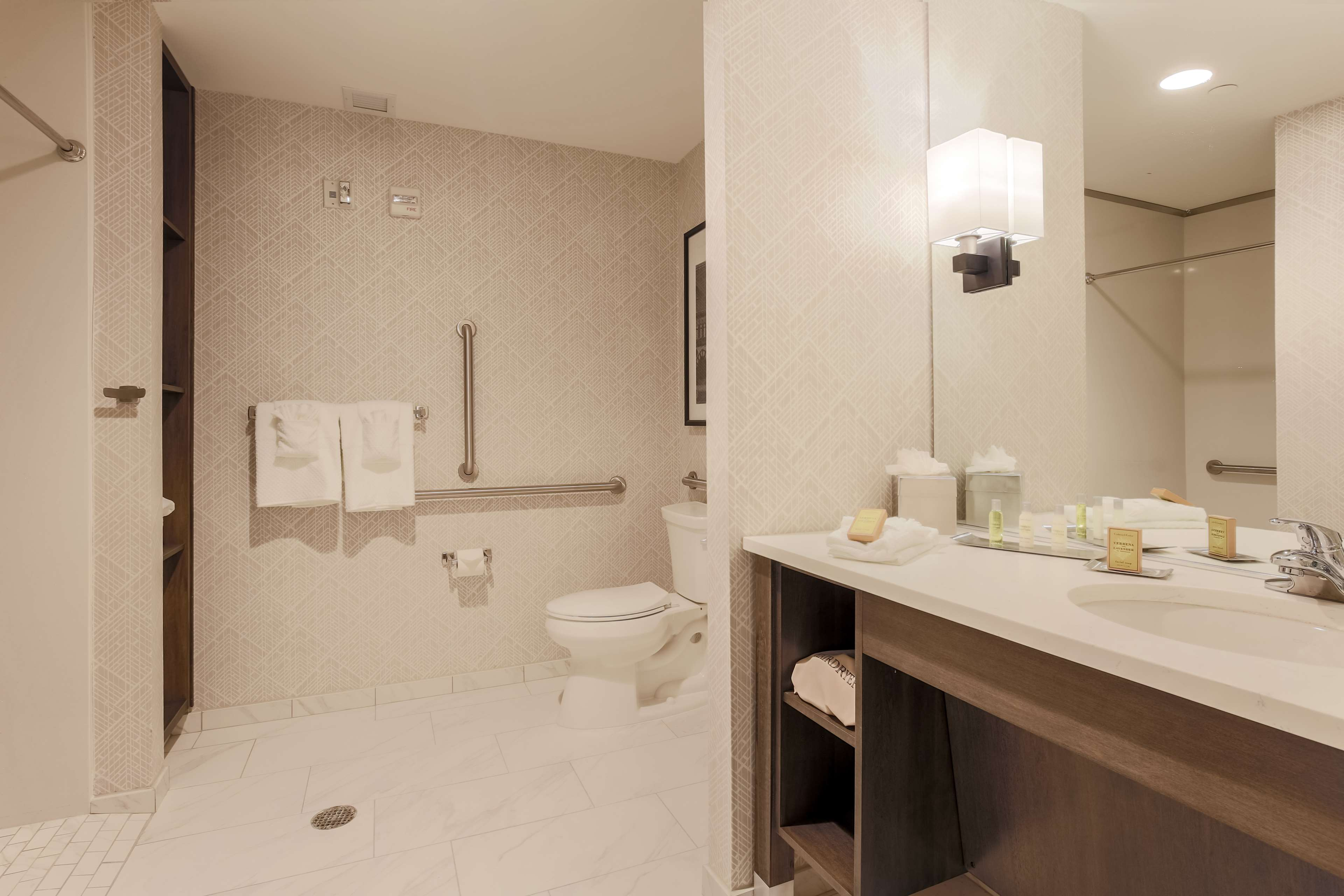 DoubleTree by Hilton Evansville image 29