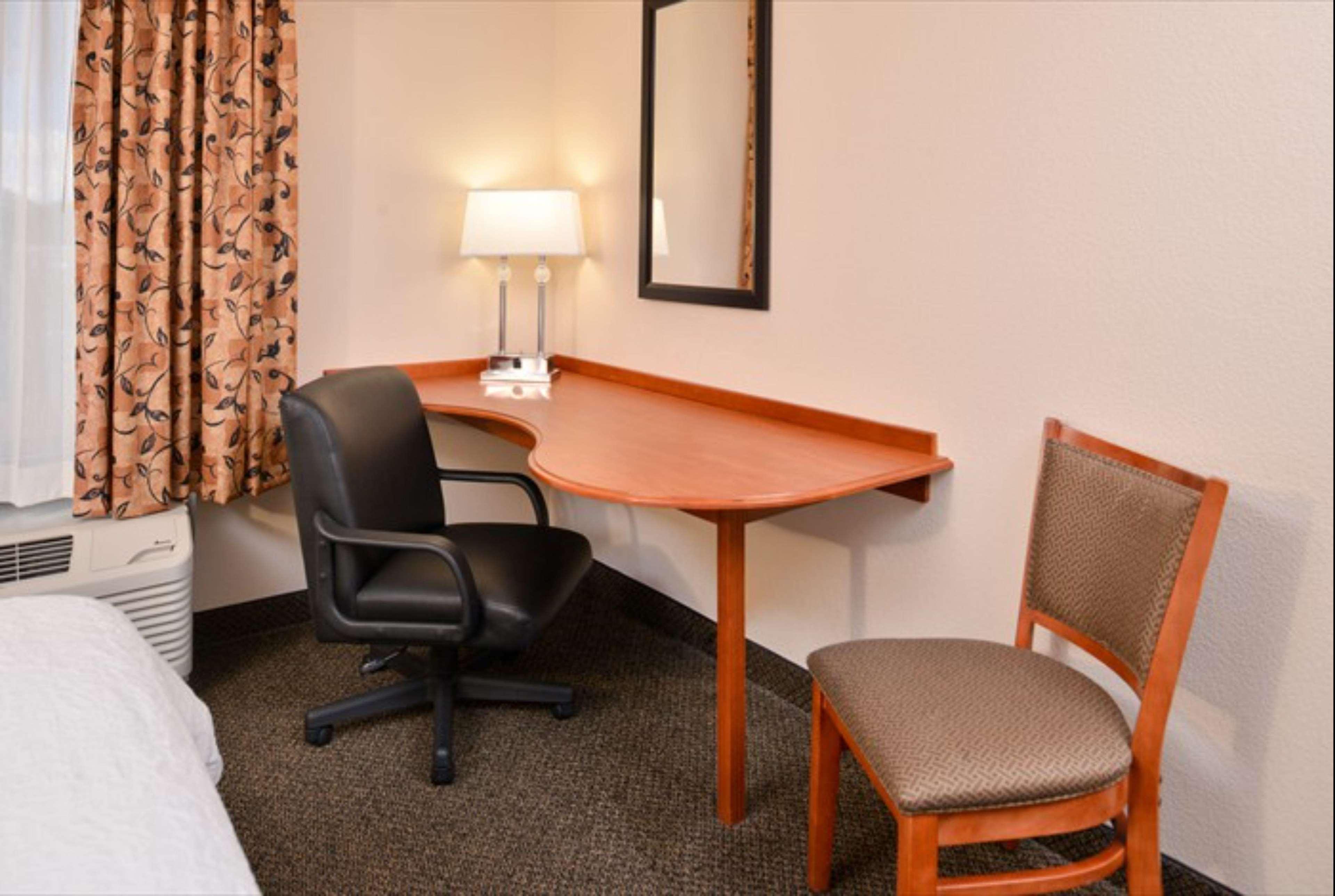 Hampton Inn & Suites Richmond image 7