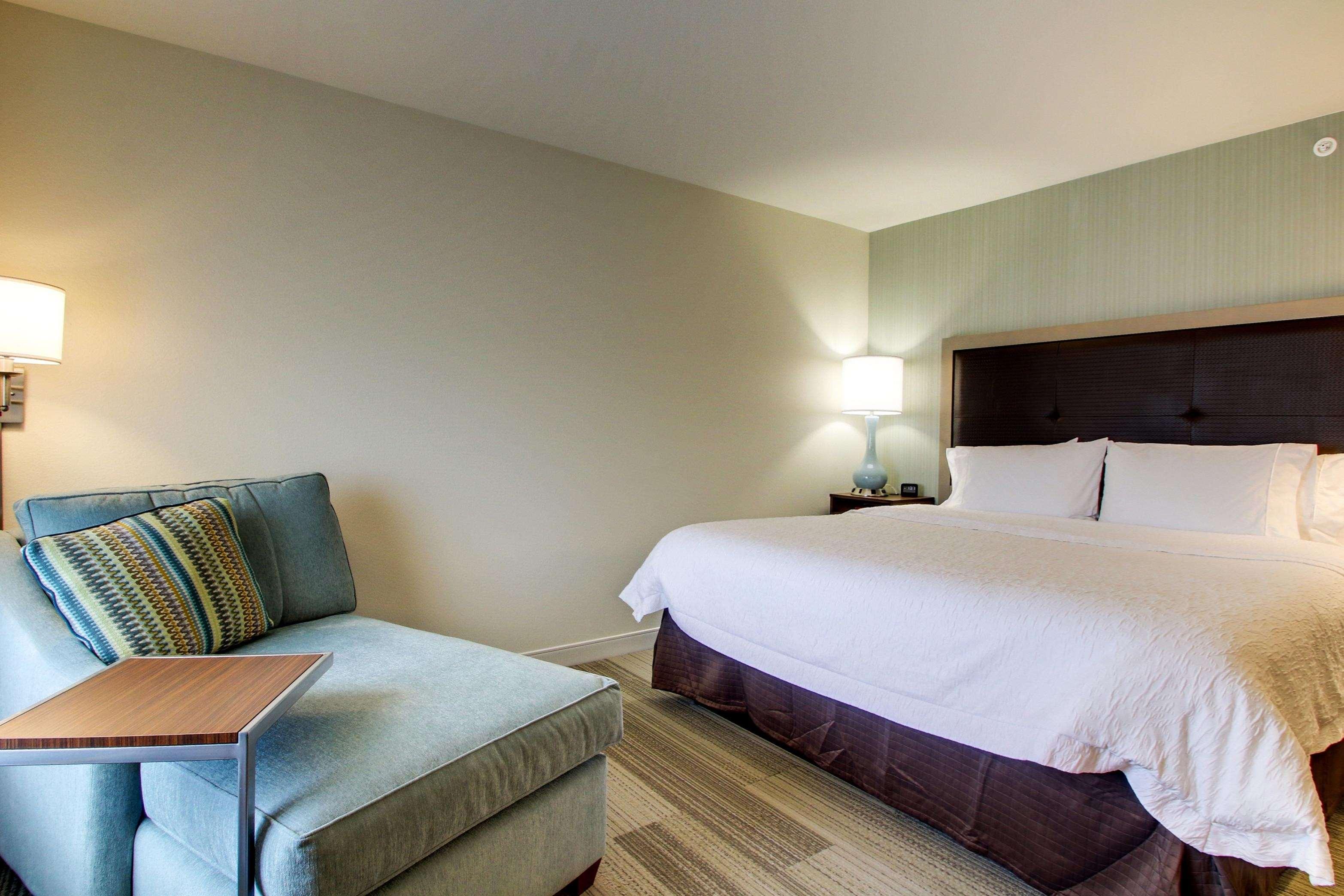Hampton Inn & Suites Milwaukee West image 26