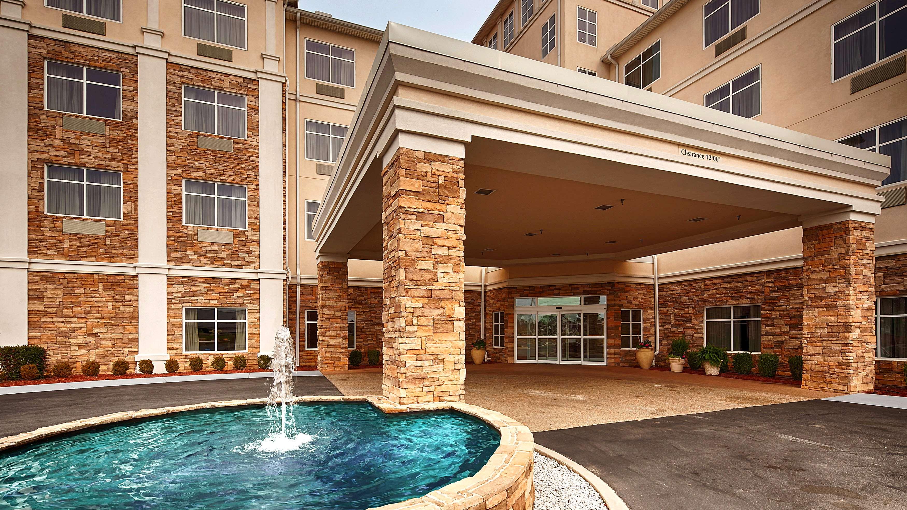 Best Western Plus Rose City Conference Center Inn image 0