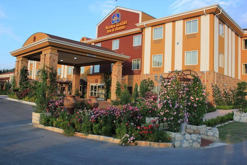 Best Western Plus Blanco Luxury Inn & Suites image 0