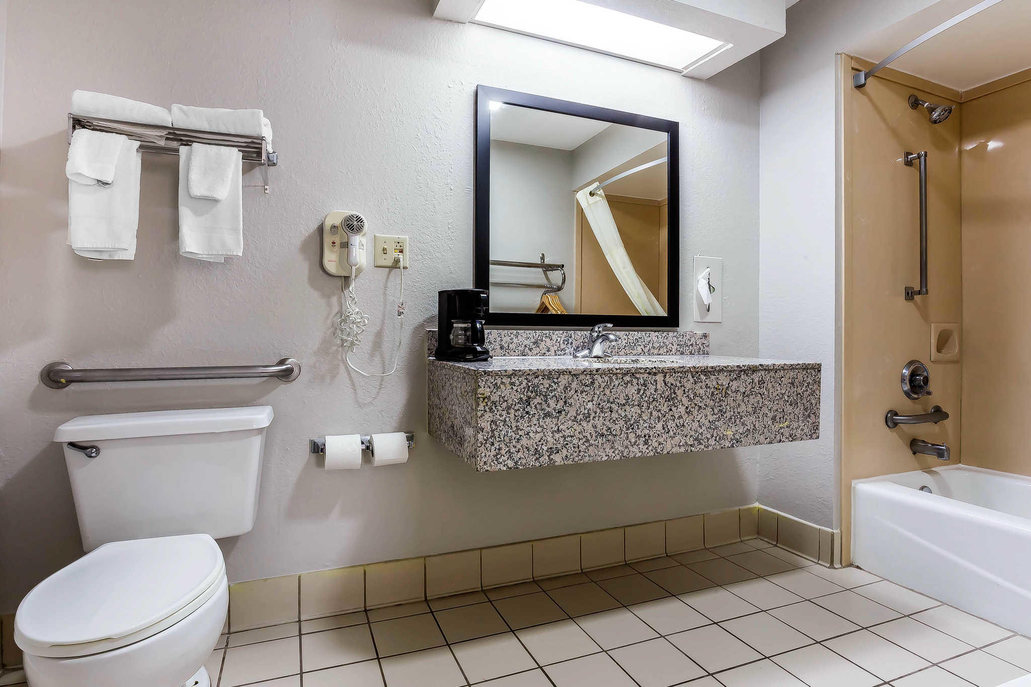 Quality Inn & Suites Mooresville-Lake Norman image 11