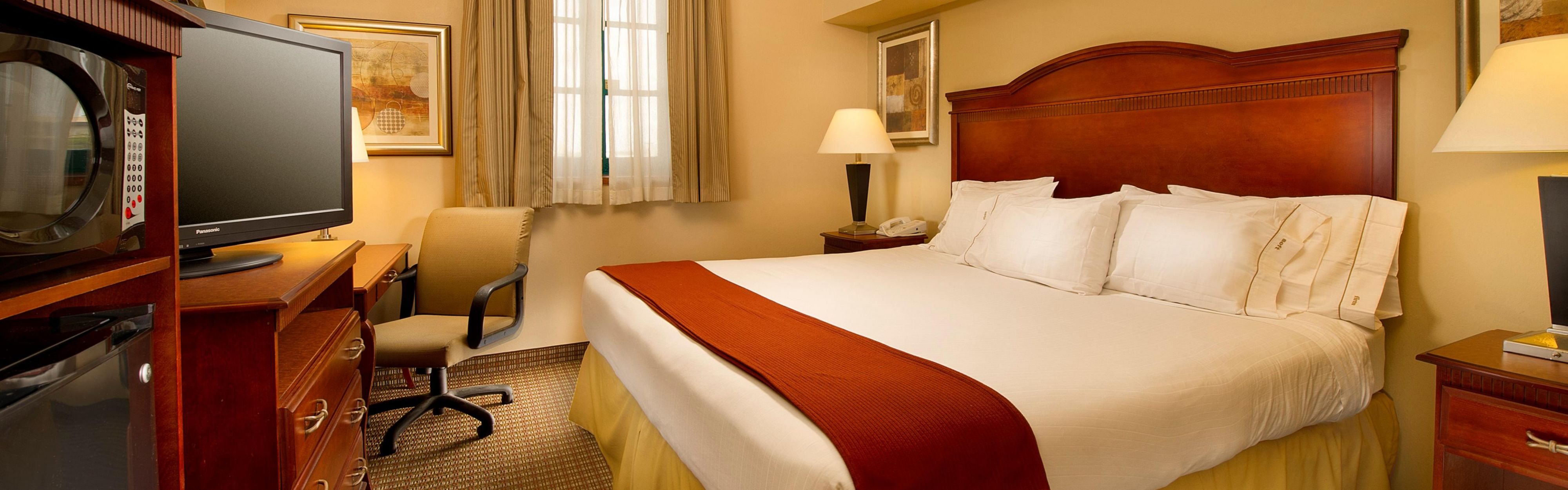 Holiday Inn Express San Antonio N-Riverwalk Area image 1