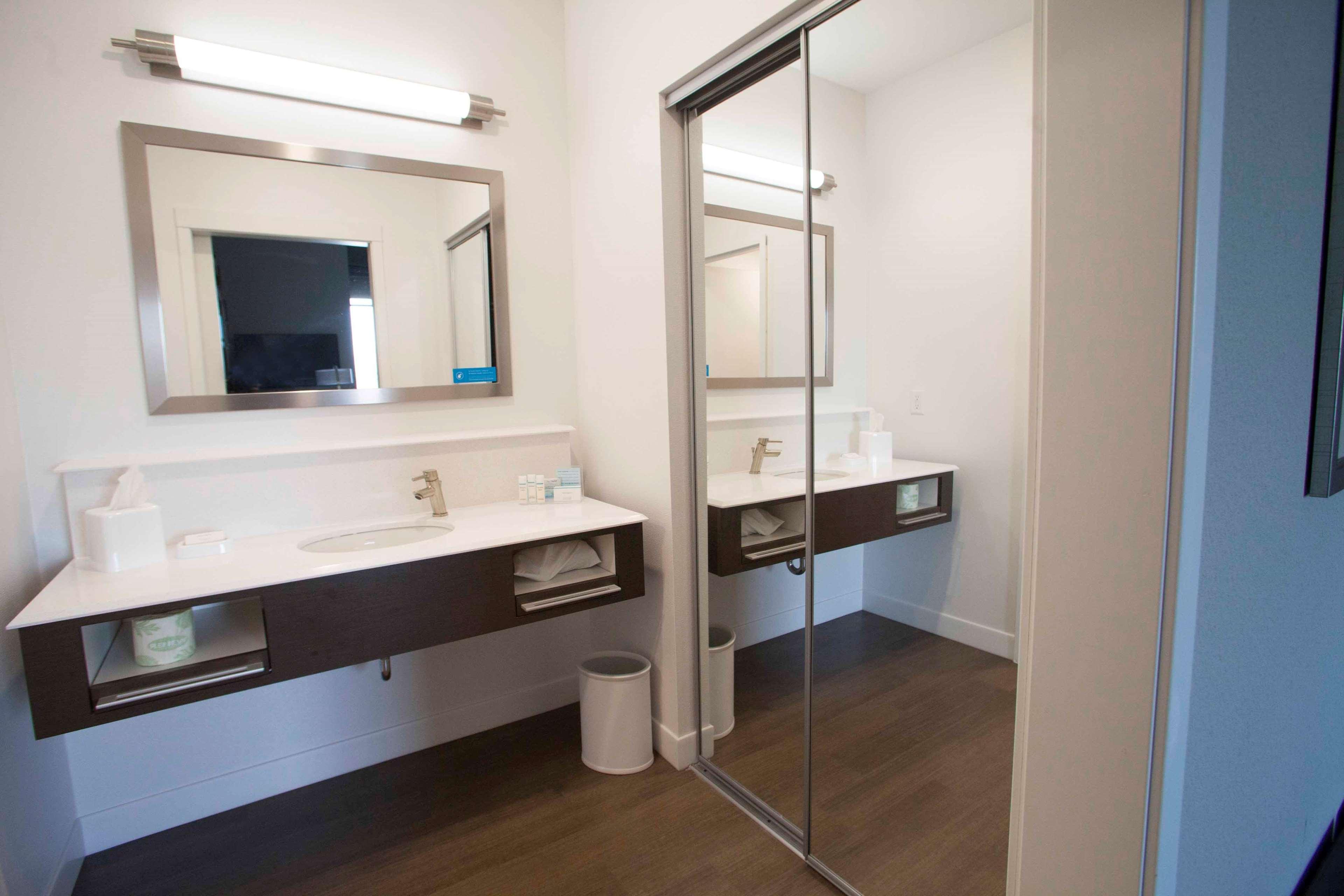 Hampton Inn & Suites Downtown St. Paul image 32