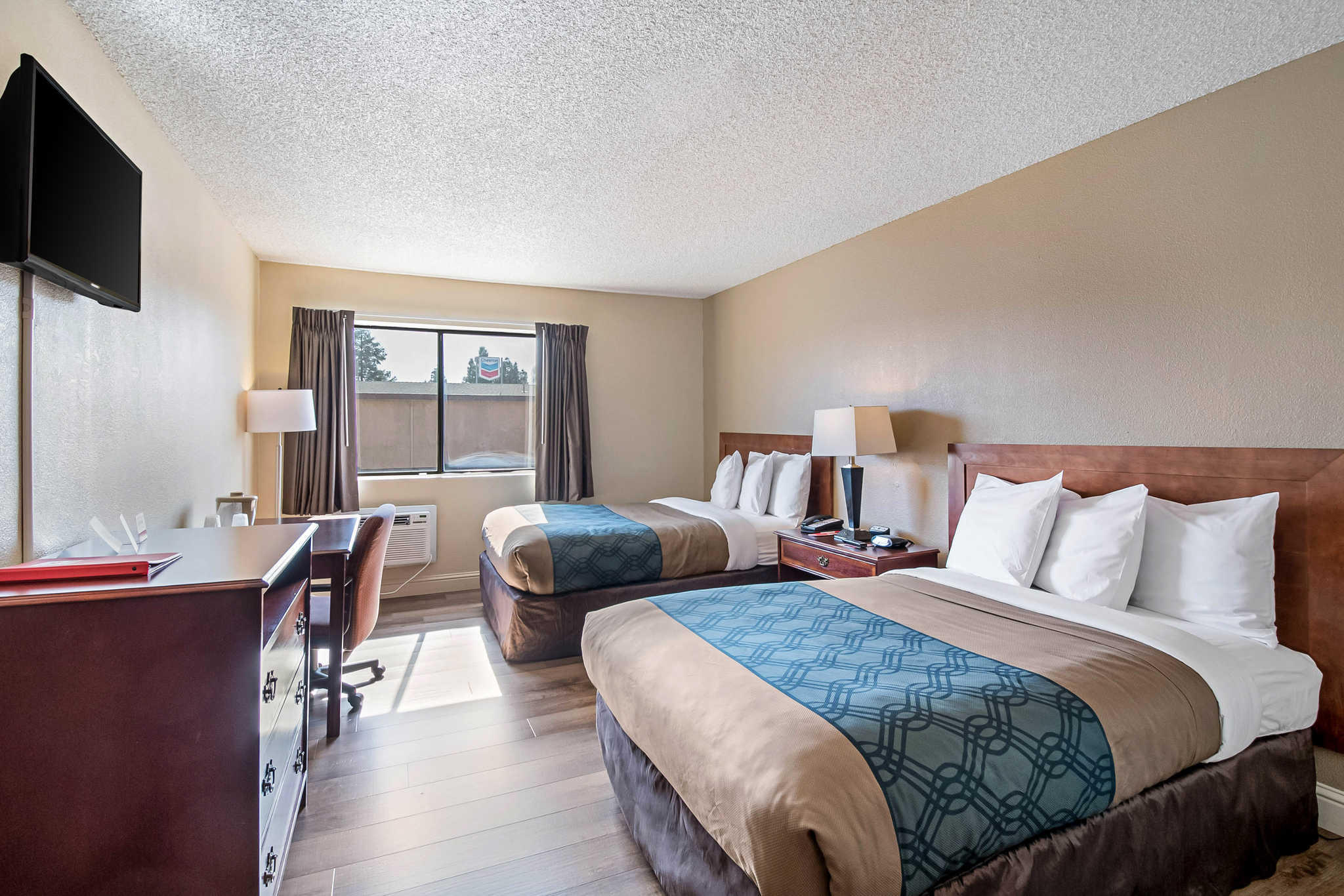 Econo Lodge Inn & Suites Yuba City - Marysville image 8