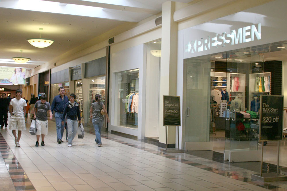 Oct 03,  · LA Plaza Mall in McAllen, TX is known as one of the highest grossing malls in the nation year after year. There is a wide variety of national retailers, jewelers, Good shops, and a food court. The mall is well maintained and provides ample security.4/4().