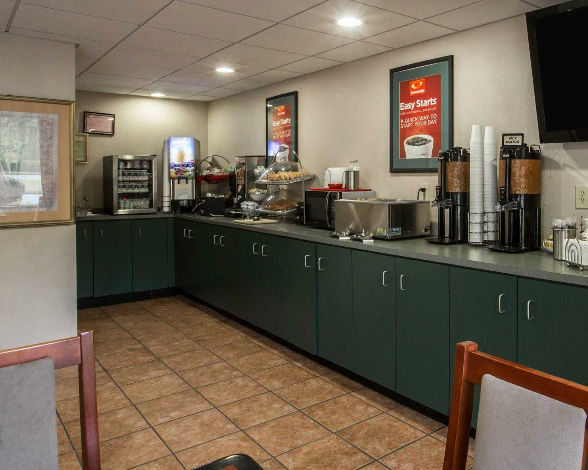 Econo Lodge Inn & Suites at Fort Benning image 22