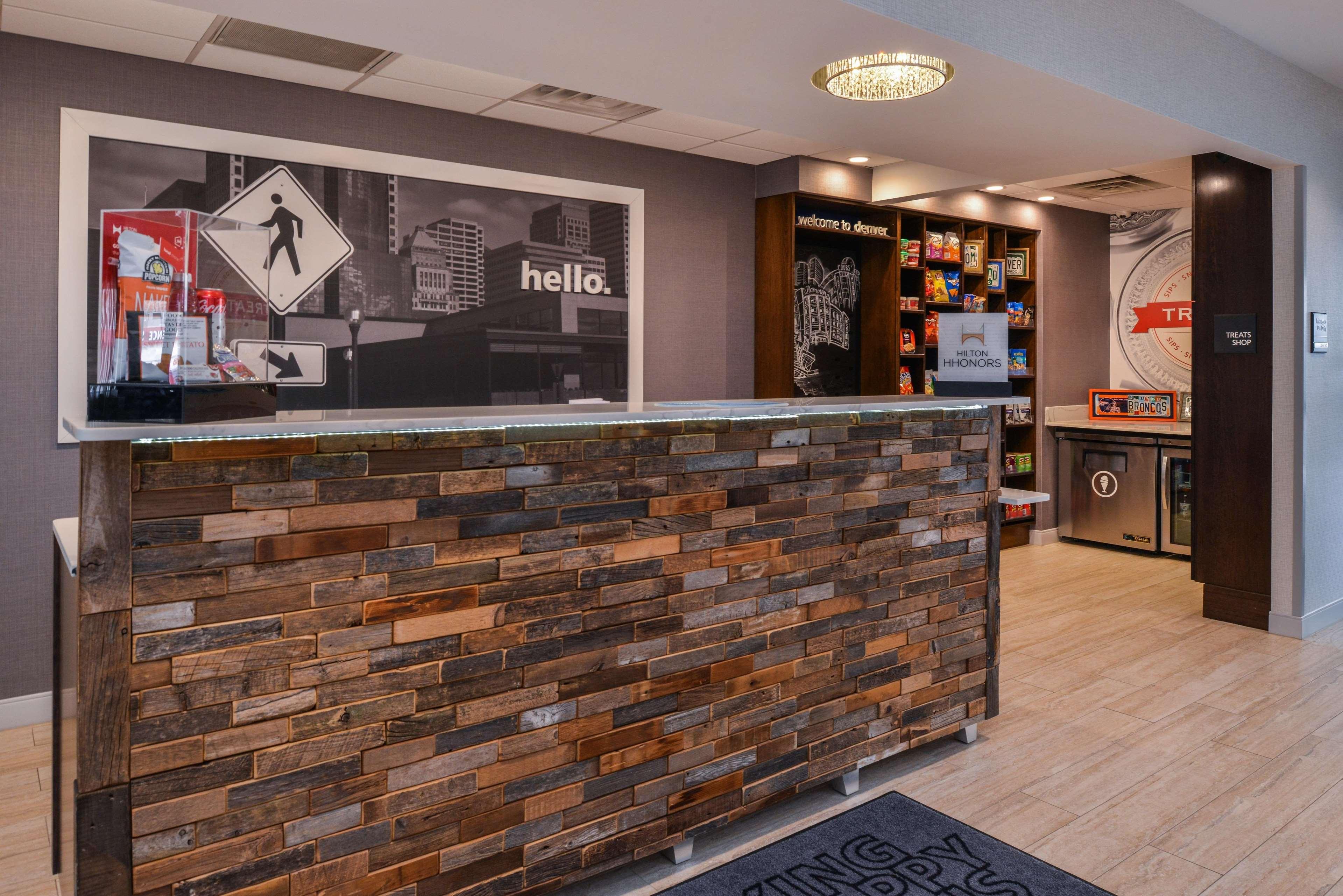 Hampton Inn & Suites Denver-Speer Boulevard image 15