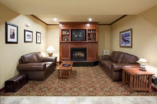 Holiday Inn Express & Suites Douglas image 1