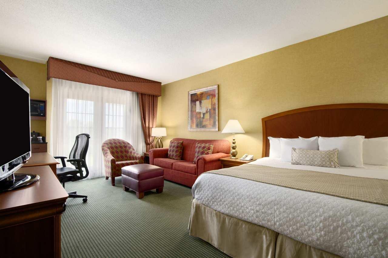Embassy Suites by Hilton Greensboro Airport image 13