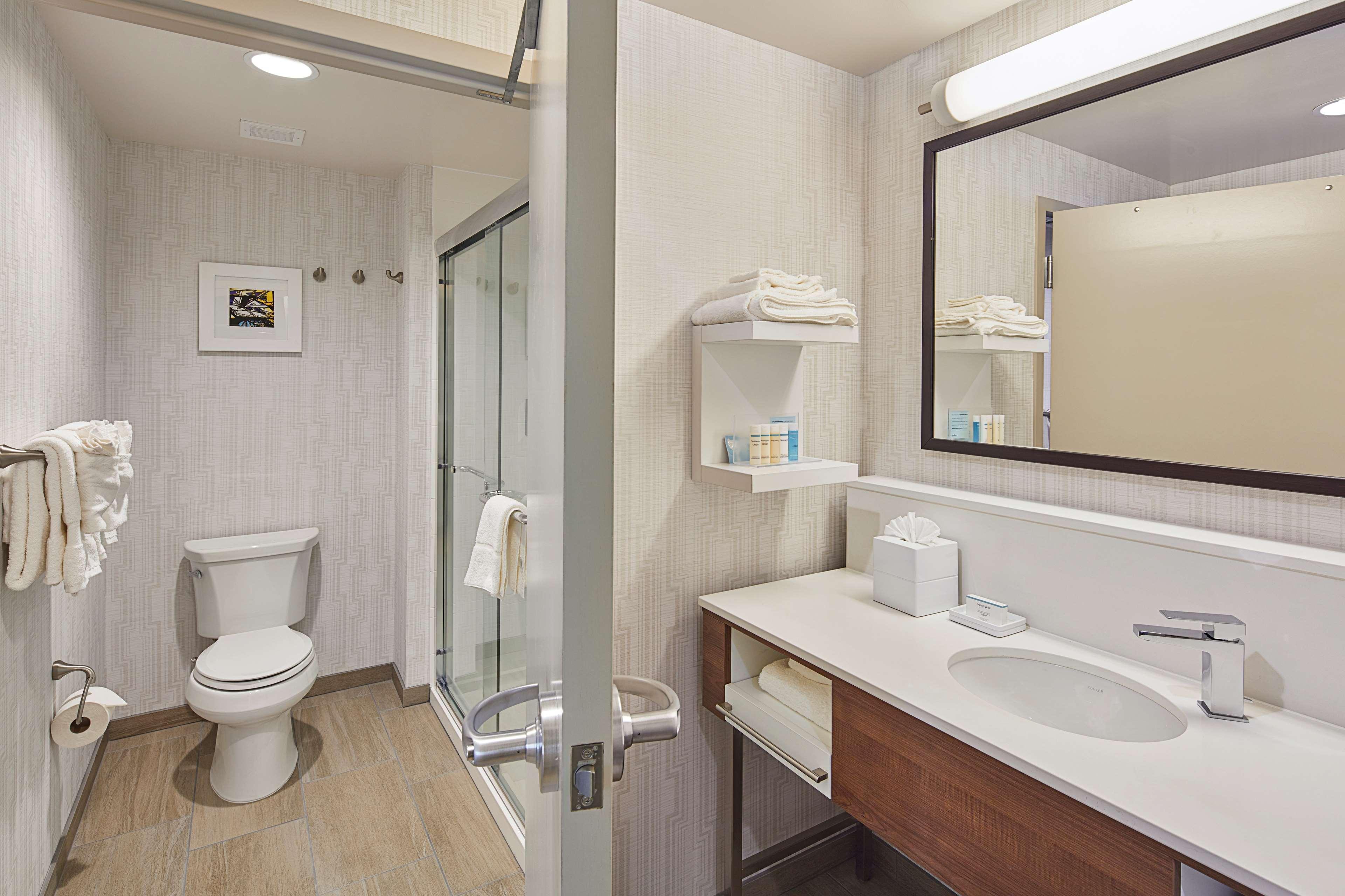 Hampton Inn & Suites Sacramento at CSUS image 42