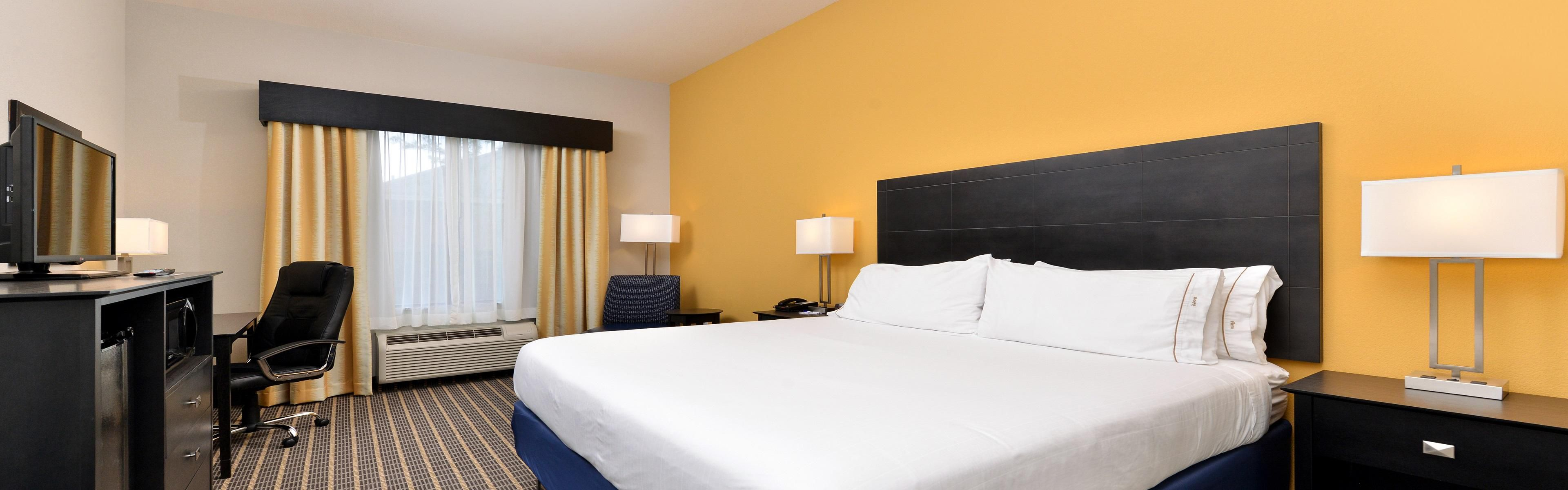 Holiday Inn Express & Suites Ft. Walton Bch - Hurlburt Area image 1