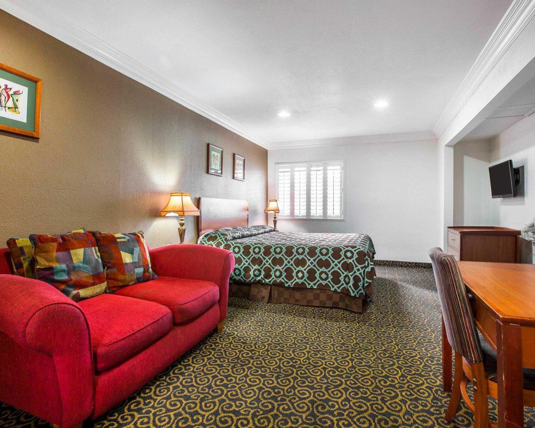 Rodeway Inn & Suites Near Convention Center image 9