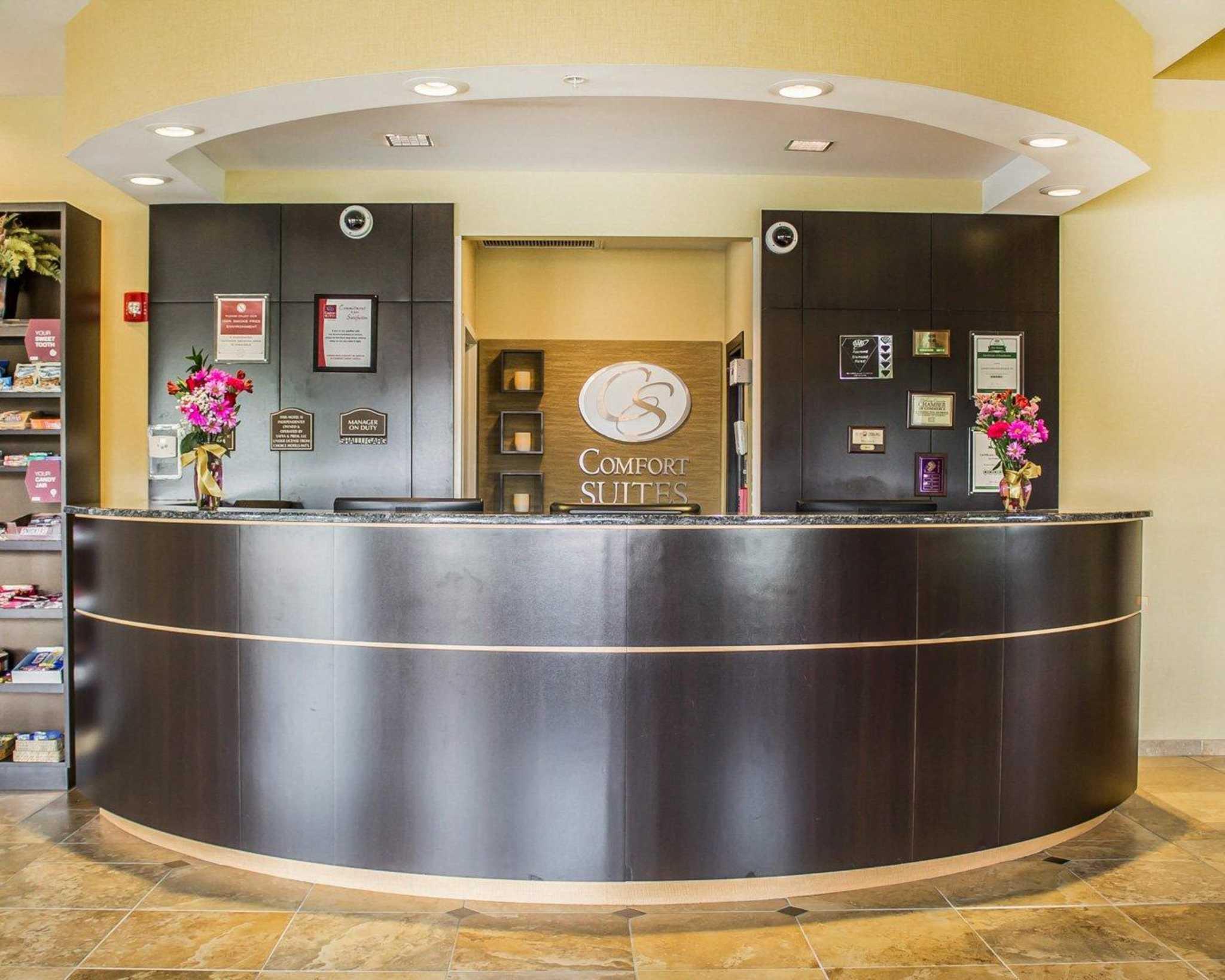 Comfort Suites East Broad at 270 image 38