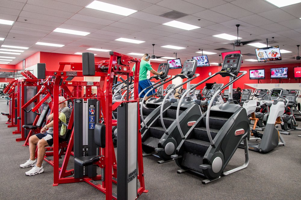 Desert Sports & Fitness - Santa Cruz Plaza image 1