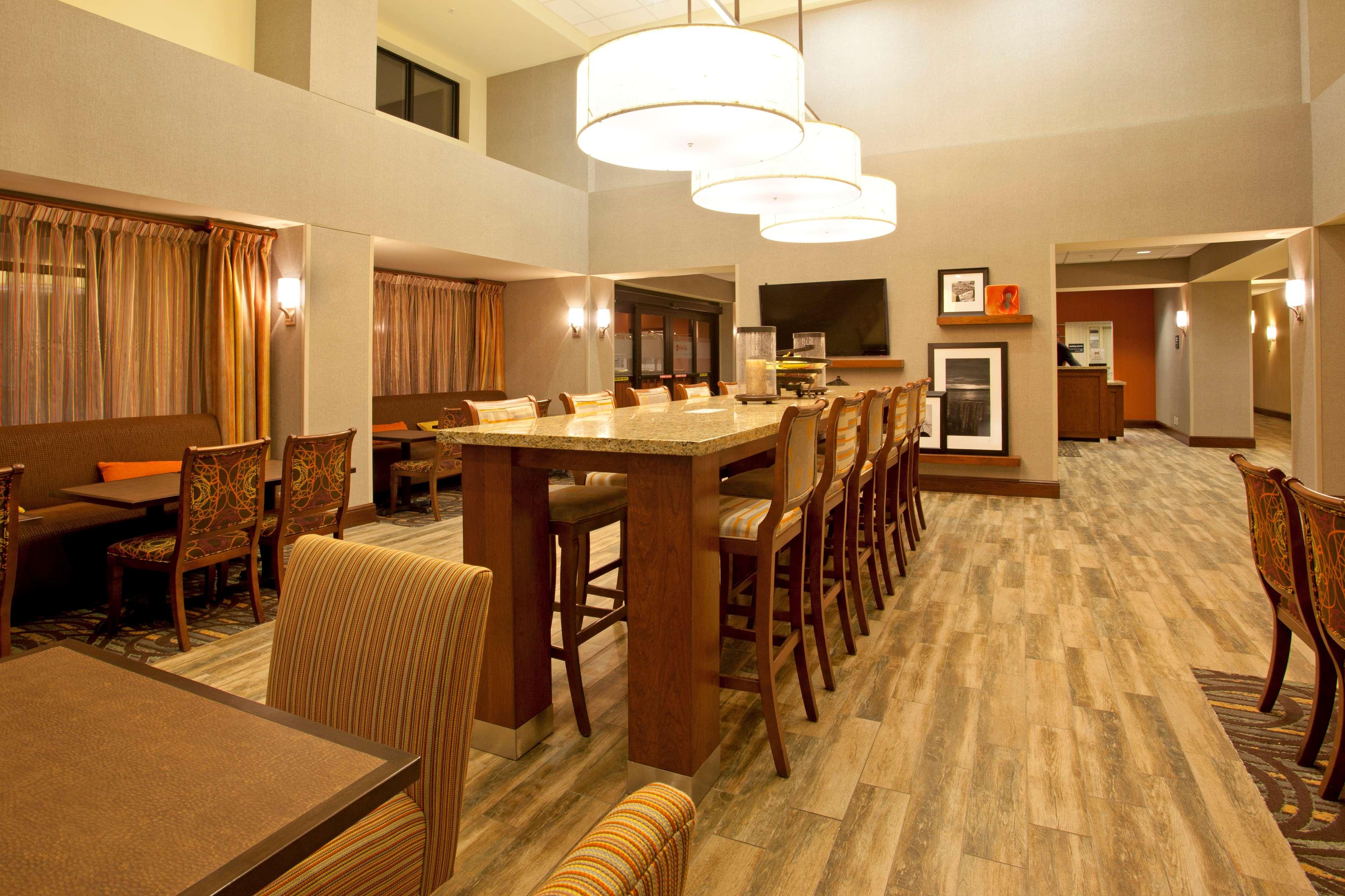 Hampton Inn Suites Minneapolis St Paul Arpt-Mall of America image 2