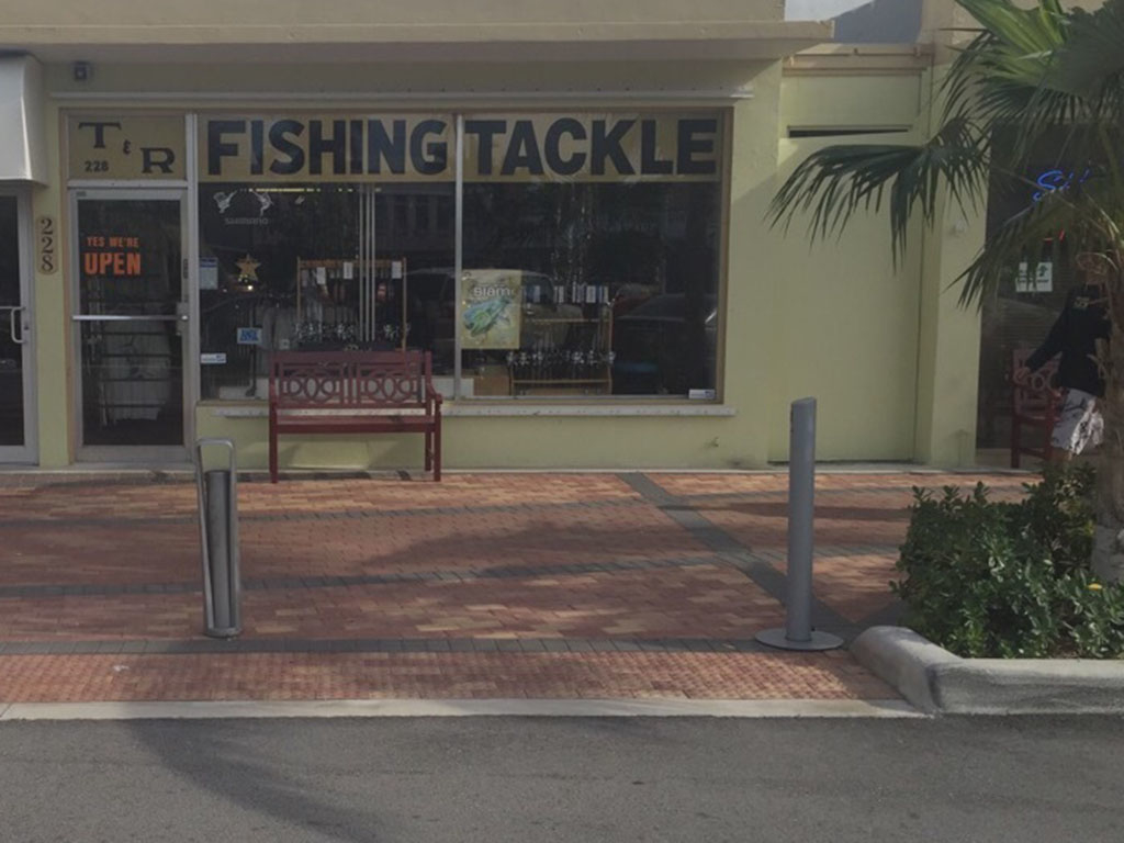 T And R Tackle Shop image 9