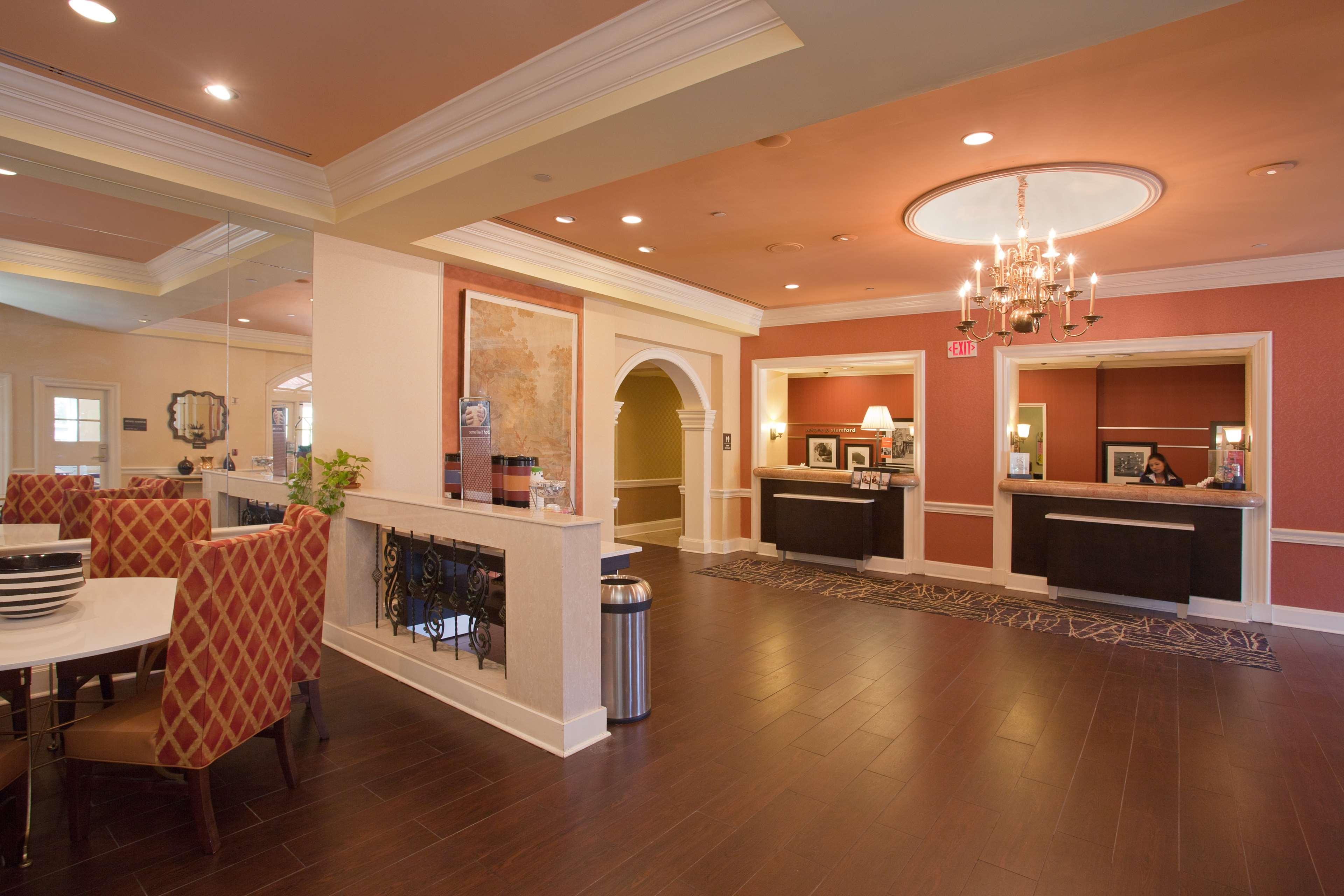 Hampton Inn & Suites Stamford image 6
