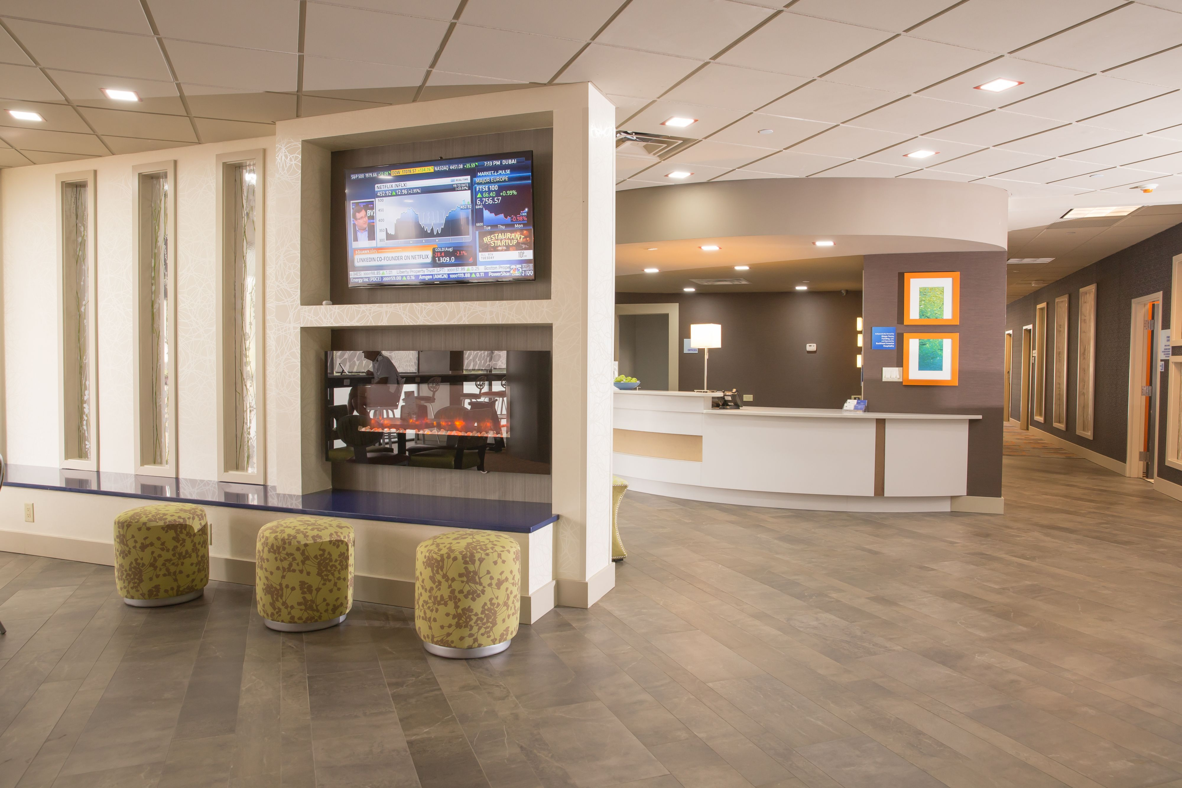 Holiday Inn Express Atlanta Galleria-Ballpark Area image 3