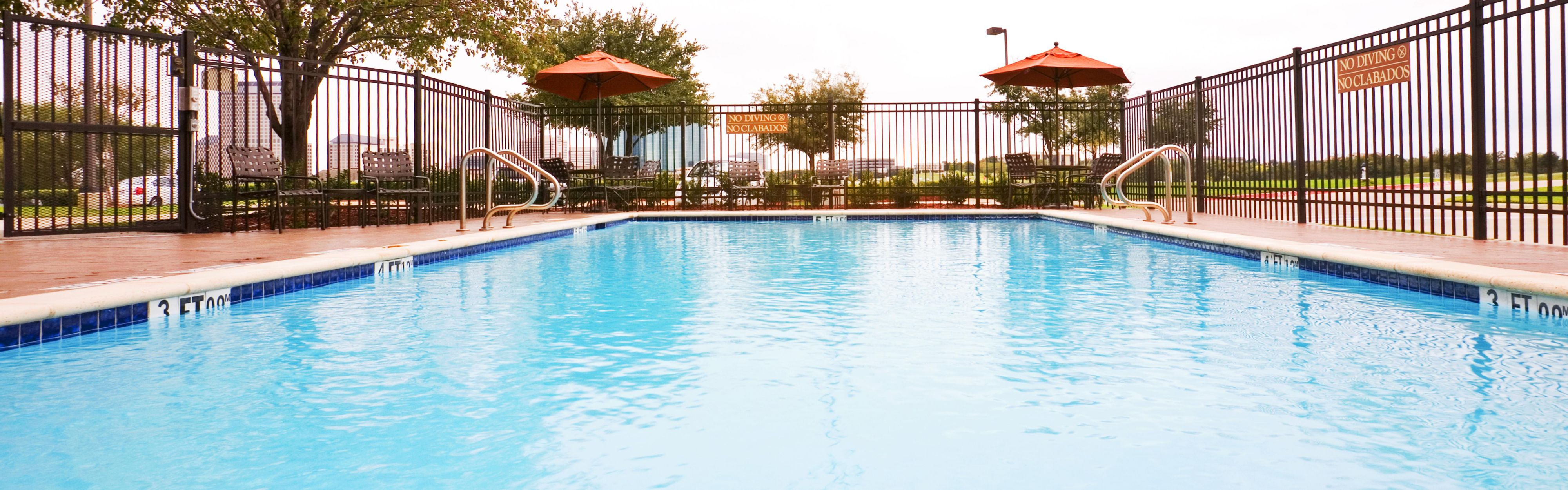 Holiday Inn Express & Suites Irving Conv Ctr - Las Colinas image 2