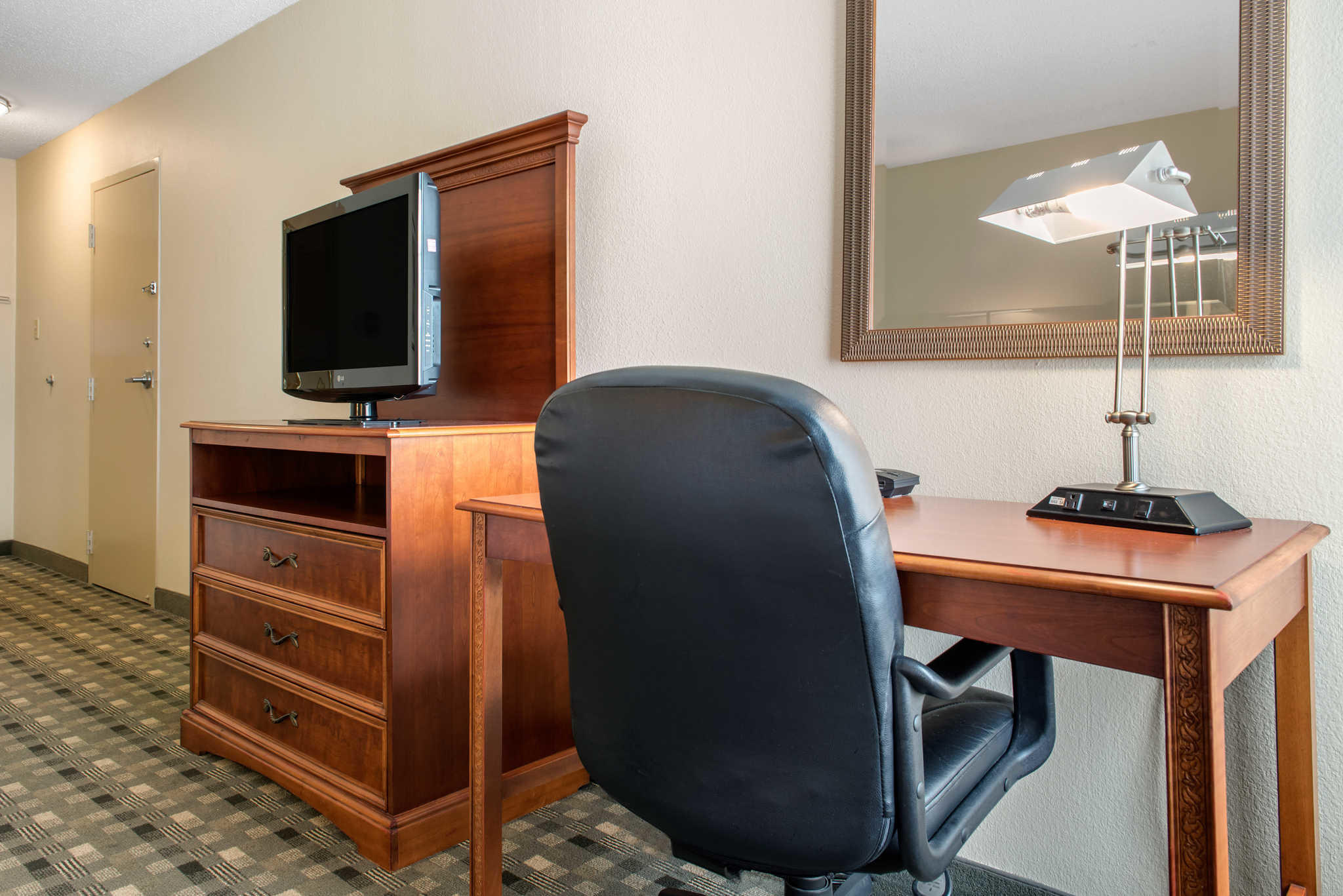 Quality Hotel - Cincinnati Blue Ash image 9